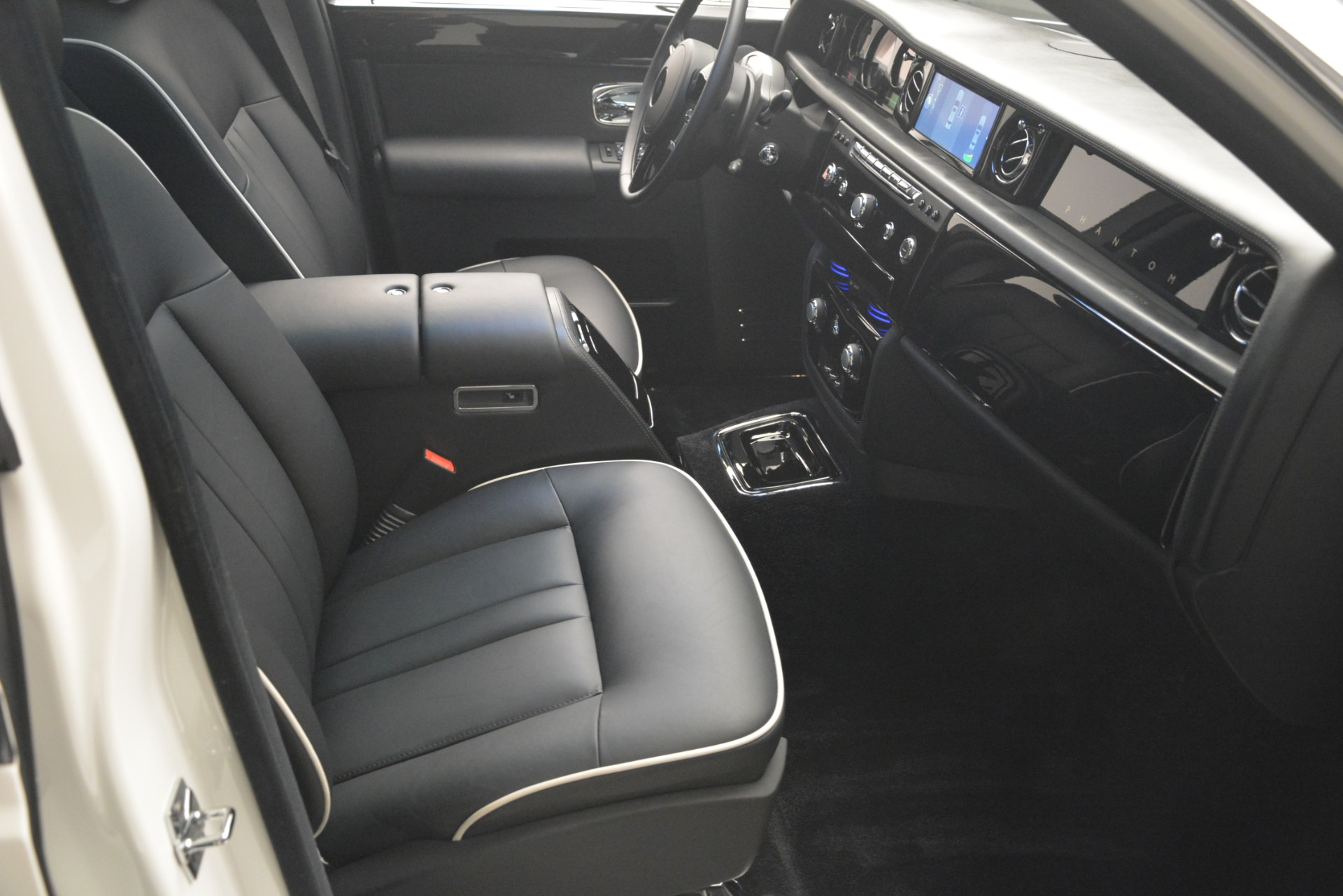 Used 2014 Rolls-Royce Phantom  For Sale In Greenwich, CT. Alfa Romeo of Greenwich, 7503 2998_p27