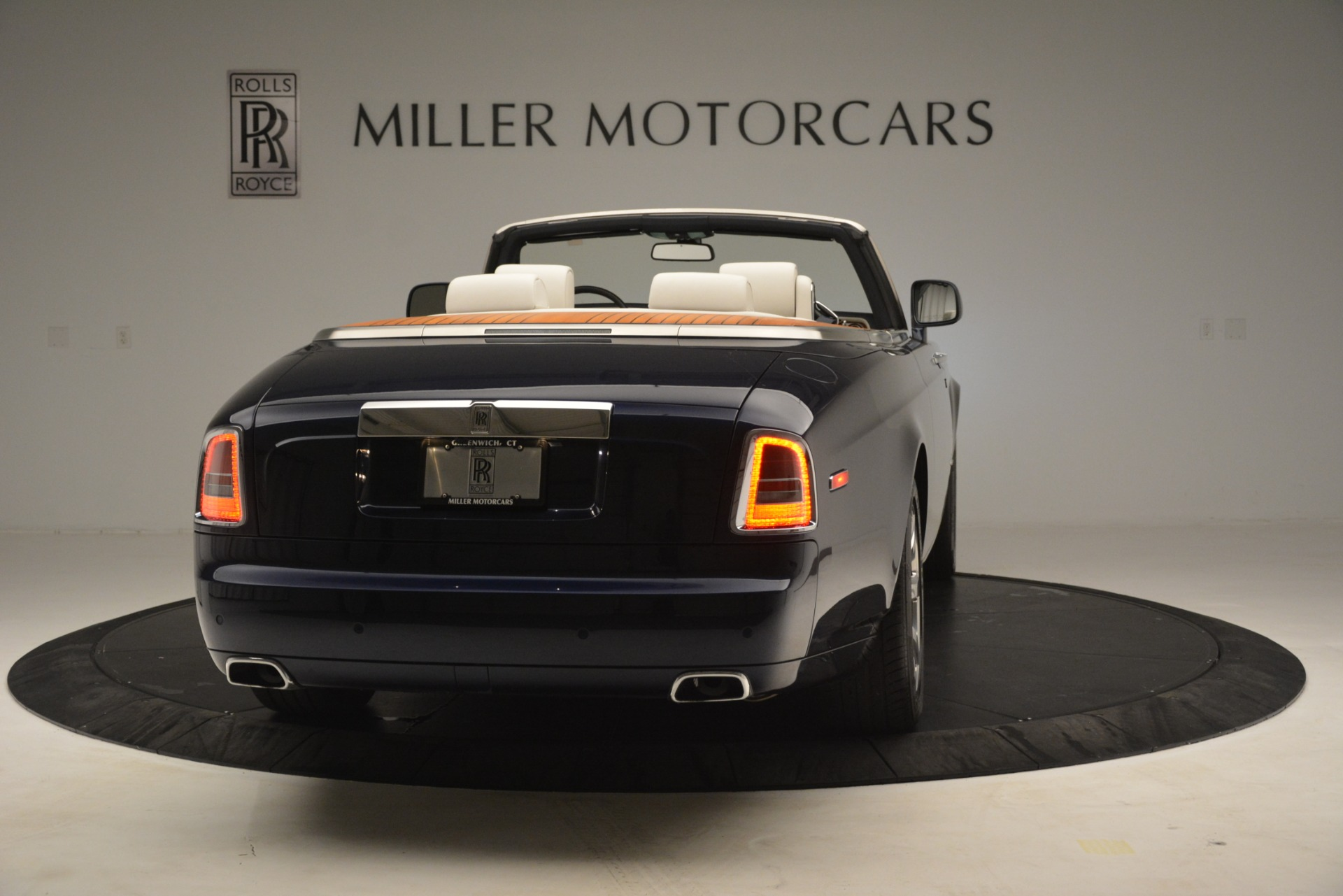 Used 2013 Rolls-Royce Phantom Drophead Coupe  For Sale In Greenwich, CT. Alfa Romeo of Greenwich, 7502 2999_p10