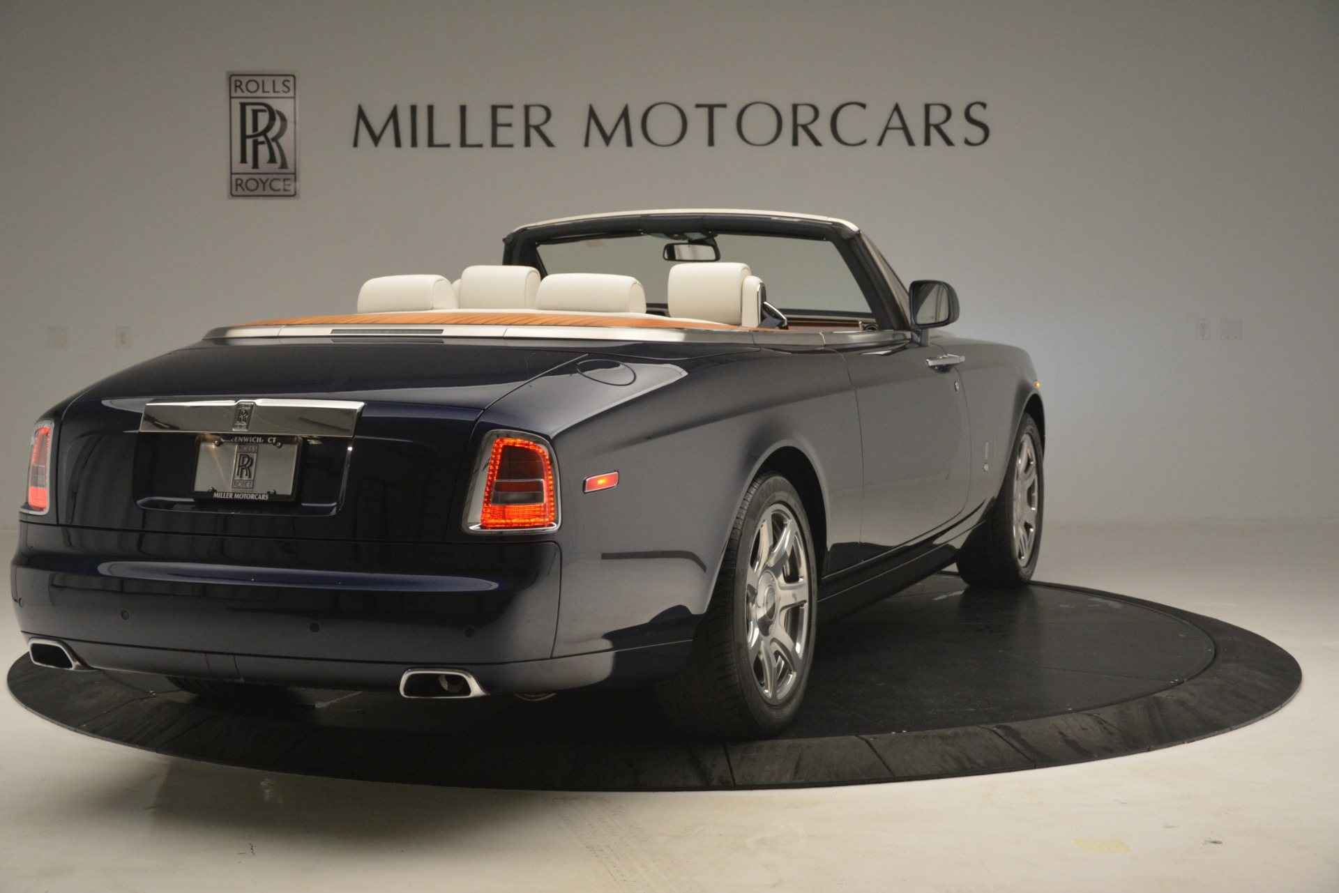 Used 2013 Rolls-Royce Phantom Drophead Coupe  For Sale In Greenwich, CT. Alfa Romeo of Greenwich, 7502 2999_p11