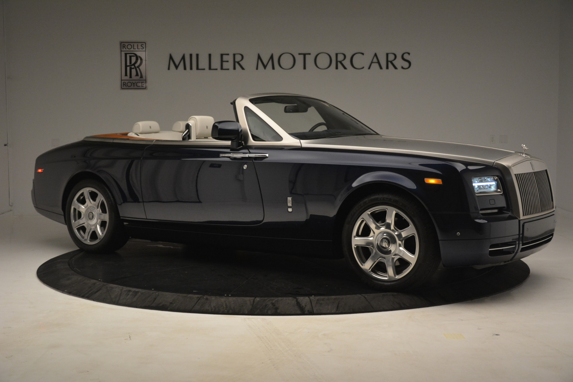 Used 2013 Rolls-Royce Phantom Drophead Coupe  For Sale In Greenwich, CT. Alfa Romeo of Greenwich, 7502 2999_p13