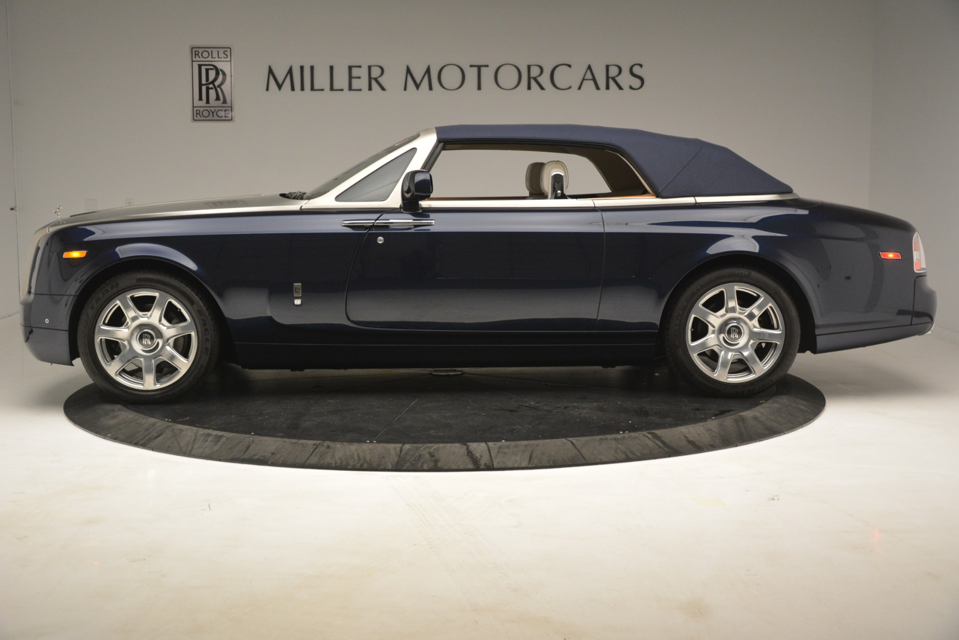 Used 2013 Rolls-Royce Phantom Drophead Coupe  For Sale In Greenwich, CT. Alfa Romeo of Greenwich, 7502 2999_p18