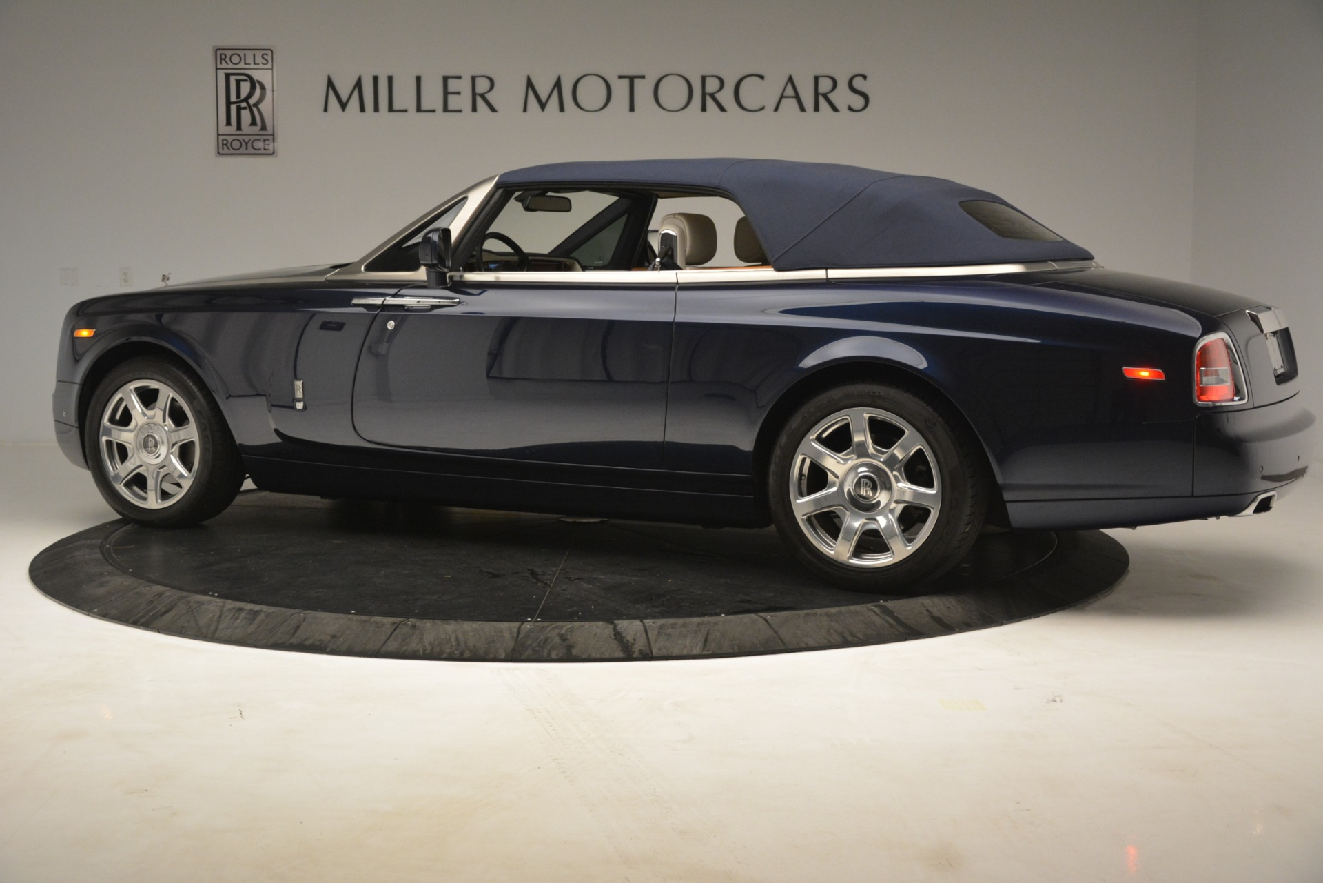 Used 2013 Rolls-Royce Phantom Drophead Coupe  For Sale In Greenwich, CT. Alfa Romeo of Greenwich, 7502 2999_p19