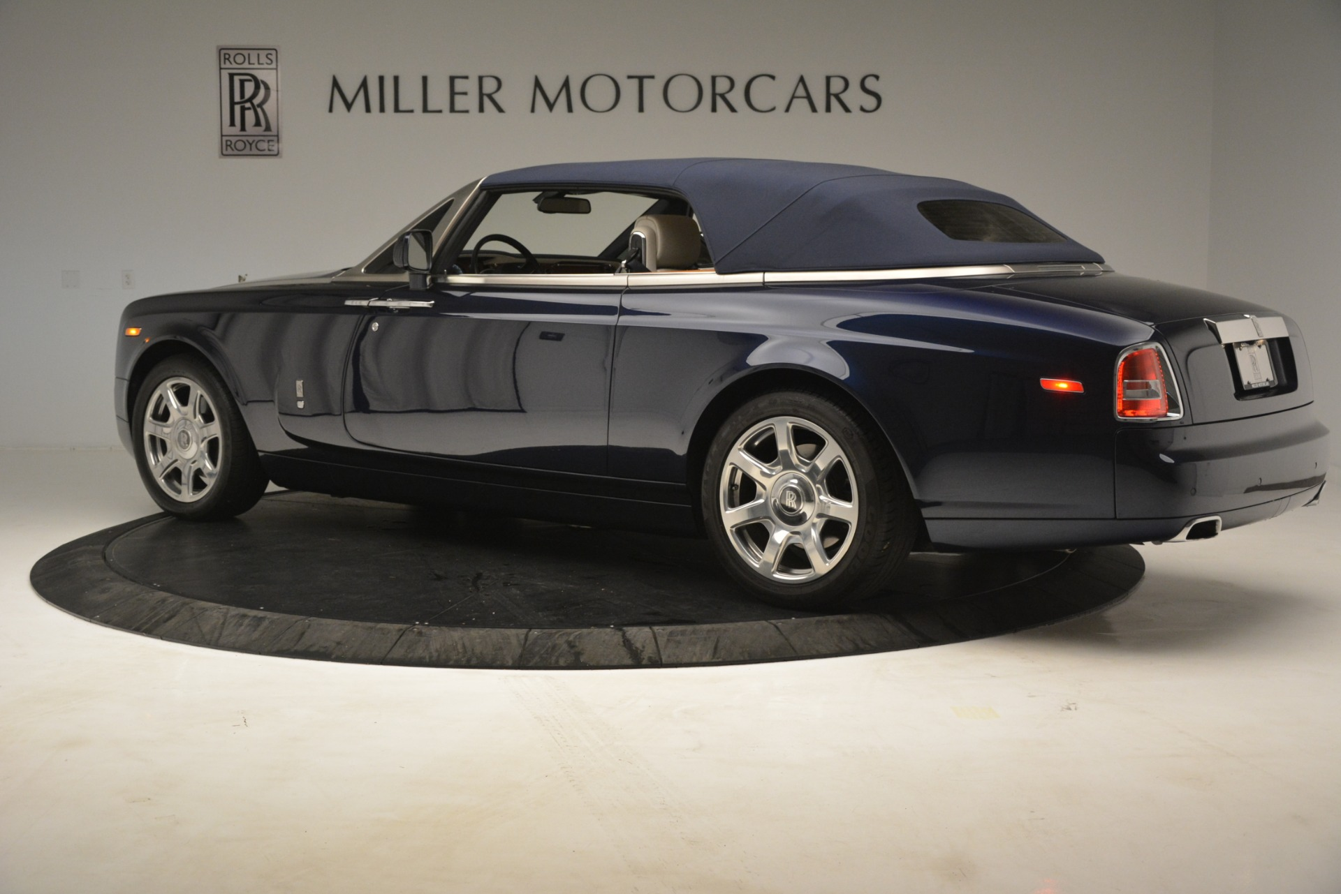Used 2013 Rolls-Royce Phantom Drophead Coupe  For Sale In Greenwich, CT. Alfa Romeo of Greenwich, 7502 2999_p20