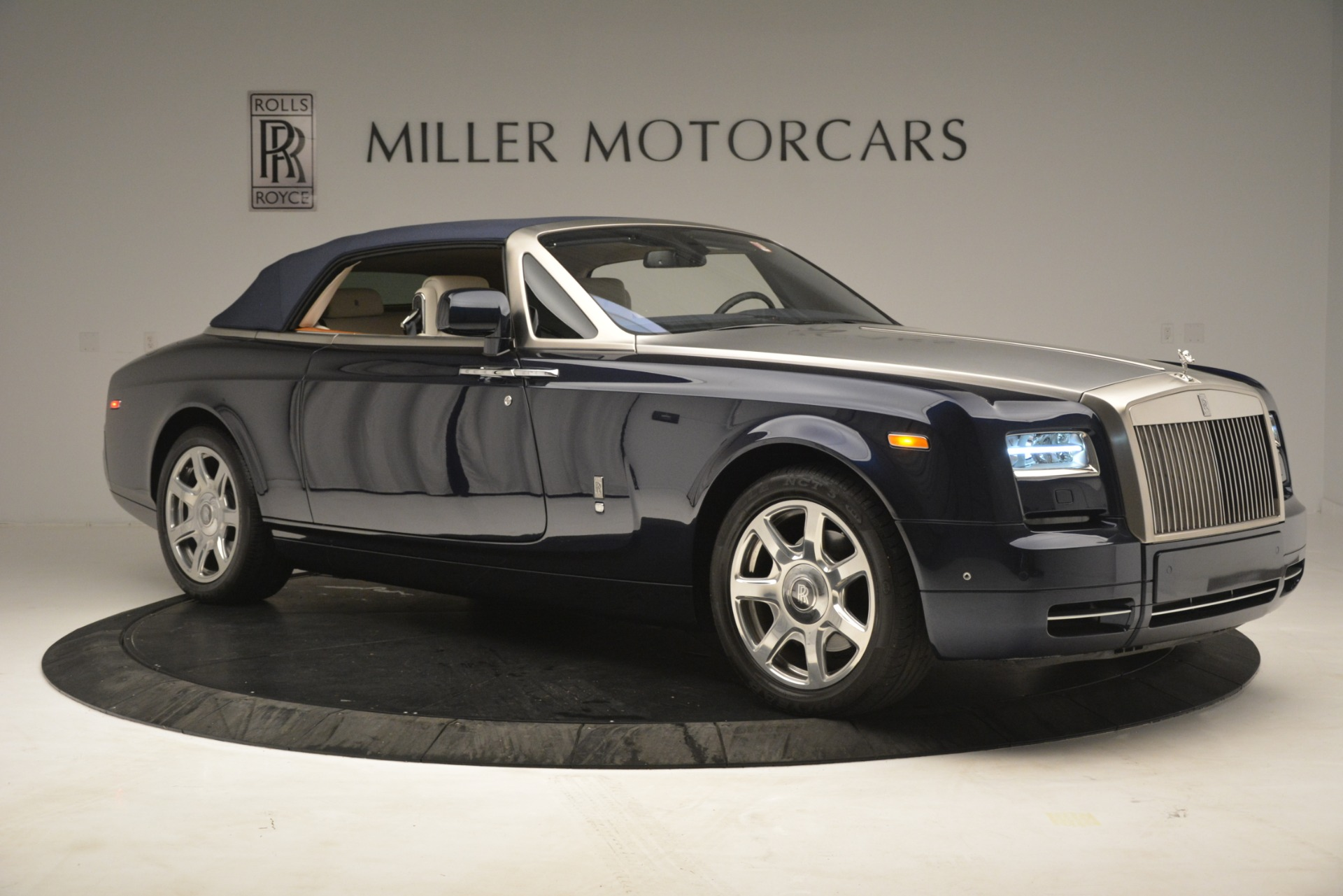 Used 2013 Rolls-Royce Phantom Drophead Coupe  For Sale In Greenwich, CT. Alfa Romeo of Greenwich, 7502 2999_p26