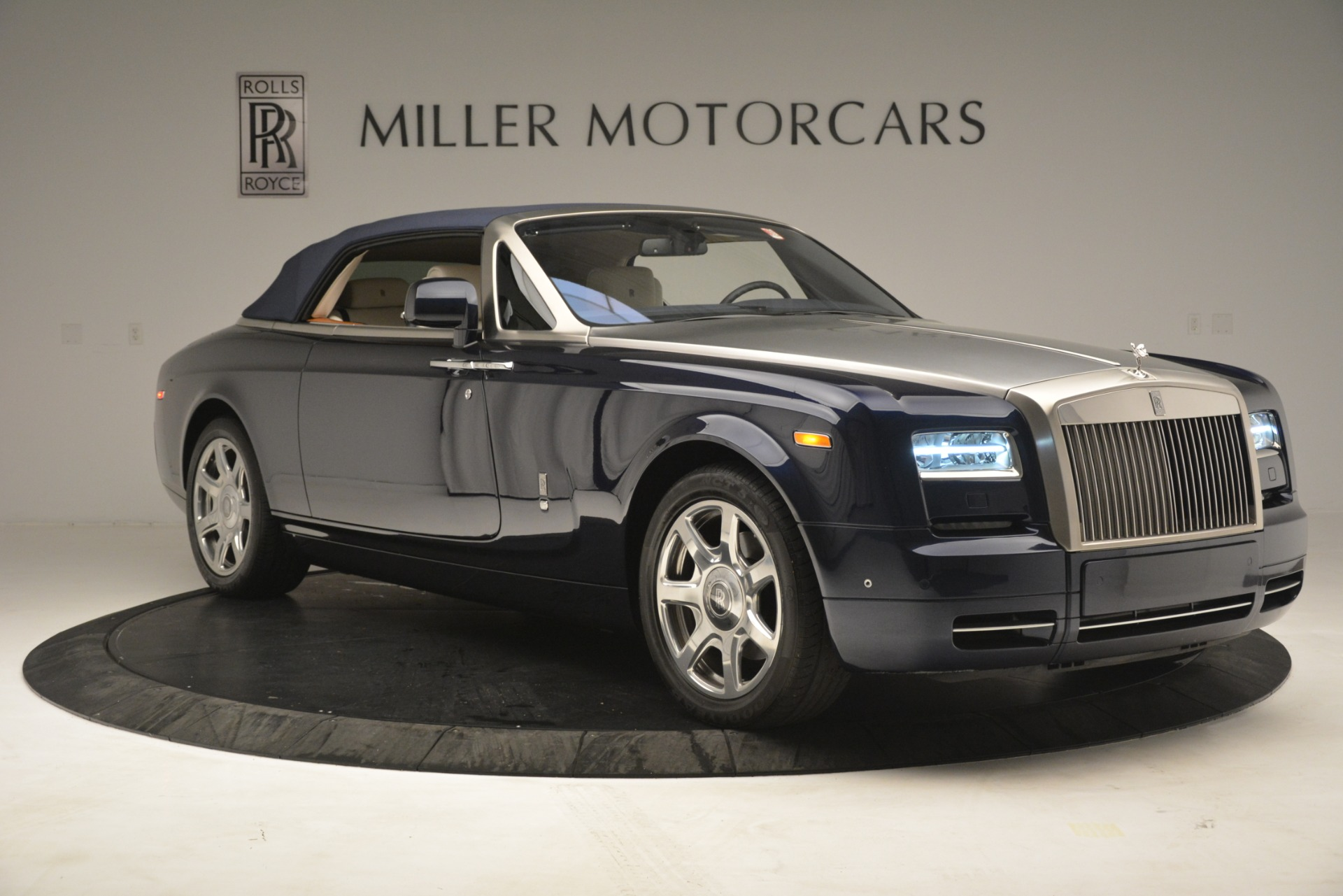 Used 2013 Rolls-Royce Phantom Drophead Coupe  For Sale In Greenwich, CT. Alfa Romeo of Greenwich, 7502 2999_p27