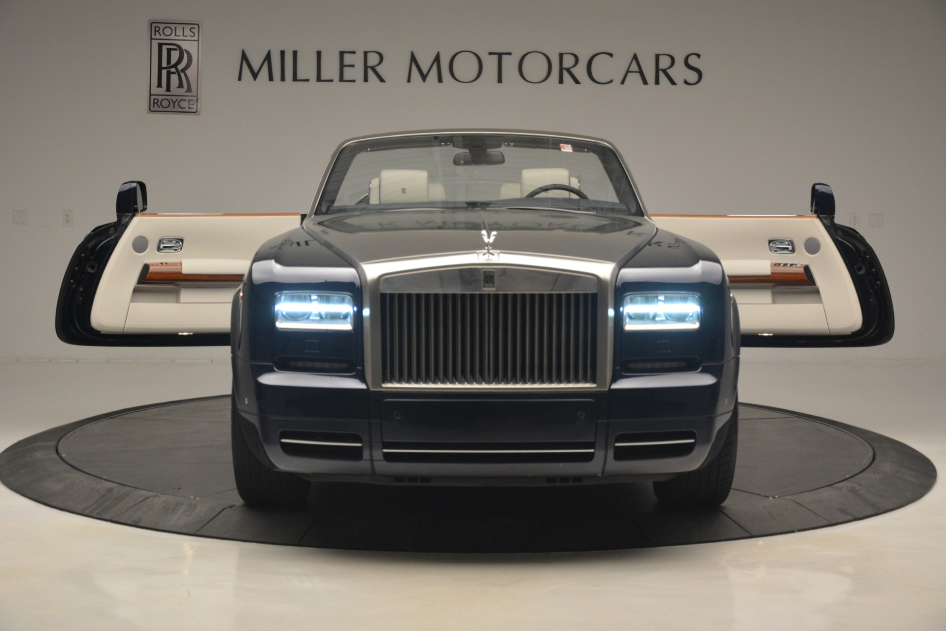 Used 2013 Rolls-Royce Phantom Drophead Coupe  For Sale In Greenwich, CT. Alfa Romeo of Greenwich, 7502 2999_p29
