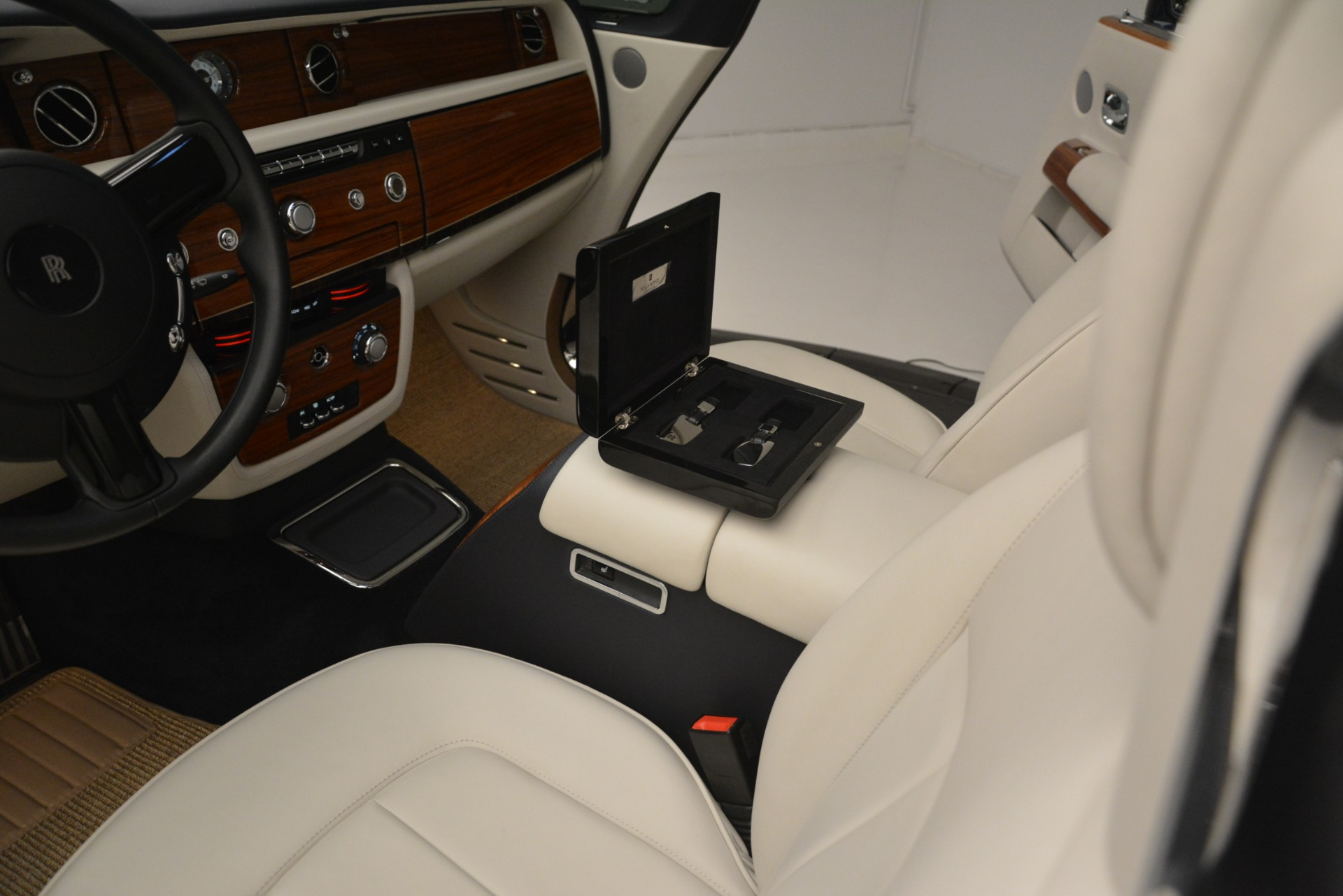 Used 2013 Rolls-Royce Phantom Drophead Coupe  For Sale In Greenwich, CT. Alfa Romeo of Greenwich, 7502 2999_p30