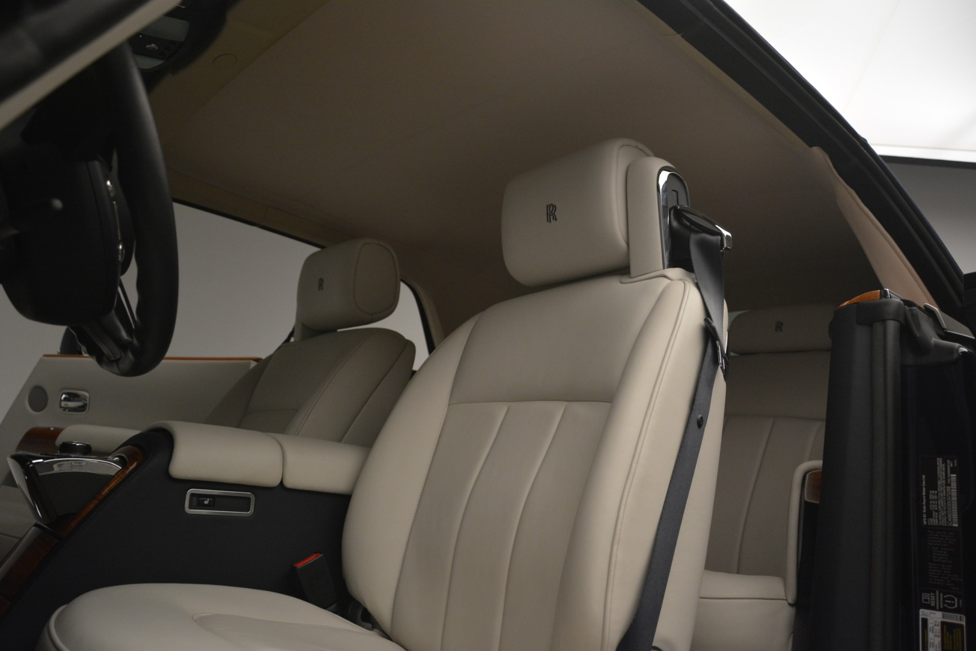 Used 2013 Rolls-Royce Phantom Drophead Coupe  For Sale In Greenwich, CT. Alfa Romeo of Greenwich, 7502 2999_p33