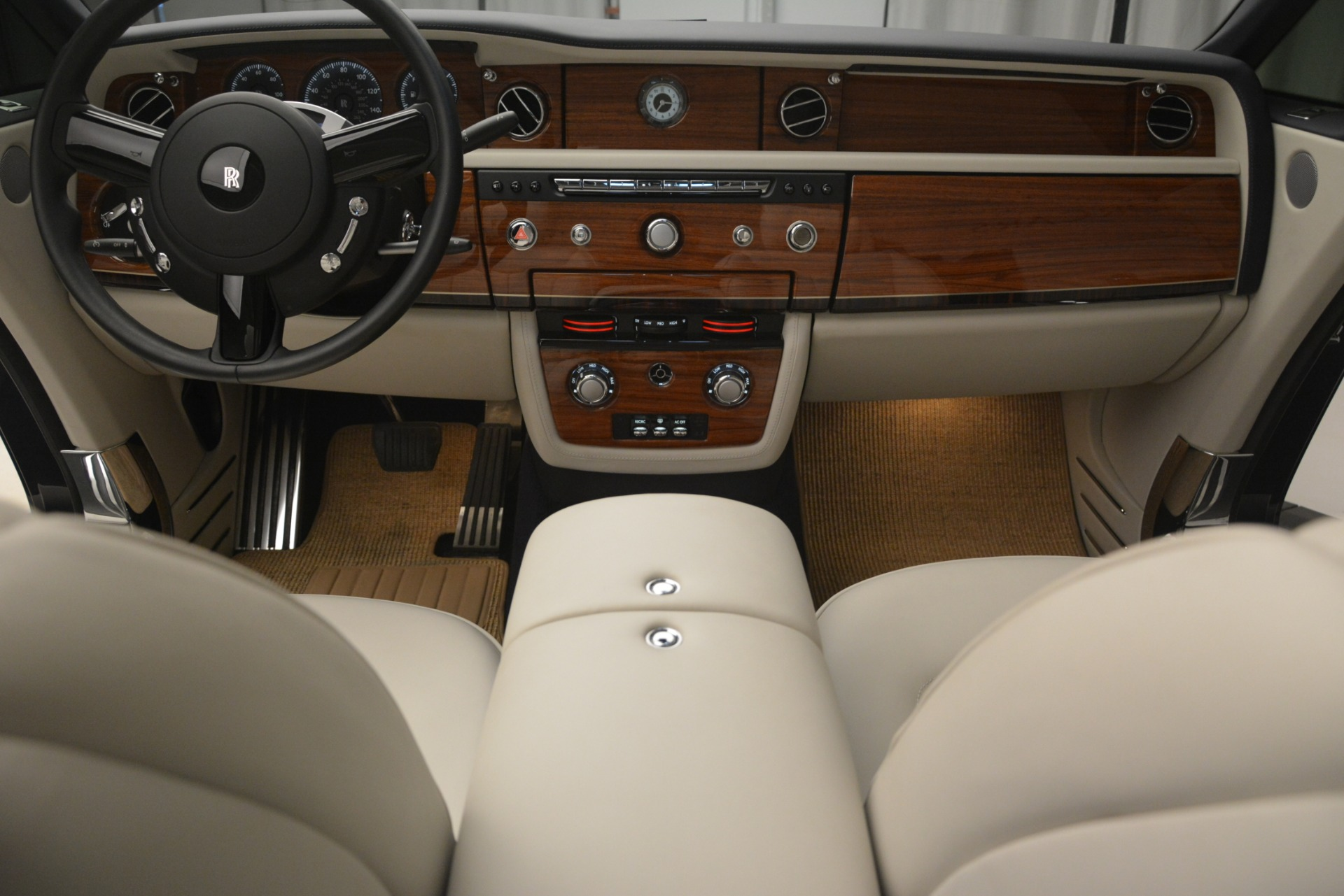 Used 2013 Rolls-Royce Phantom Drophead Coupe  For Sale In Greenwich, CT. Alfa Romeo of Greenwich, 7502 2999_p34