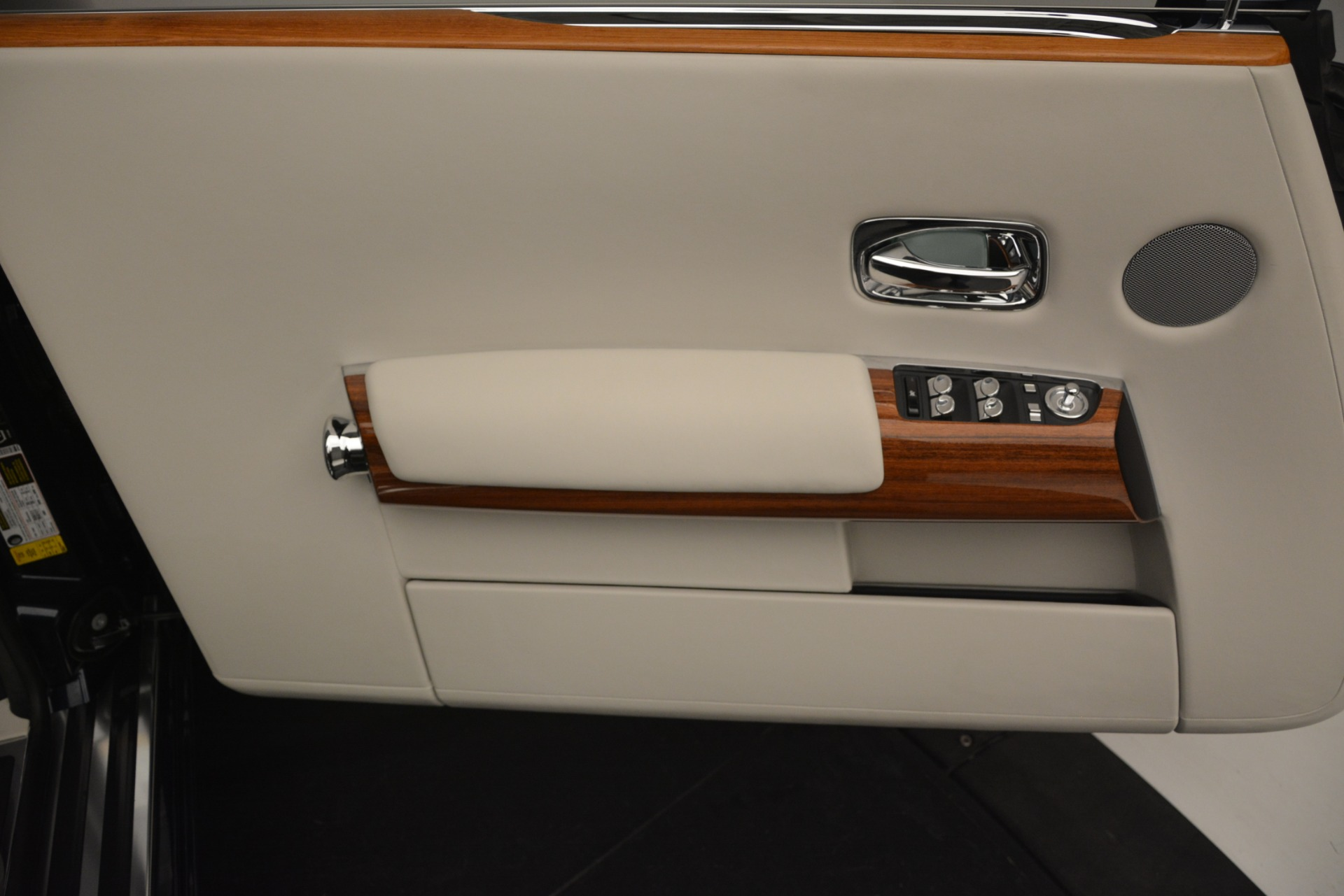 Used 2013 Rolls-Royce Phantom Drophead Coupe  For Sale In Greenwich, CT. Alfa Romeo of Greenwich, 7502 2999_p35