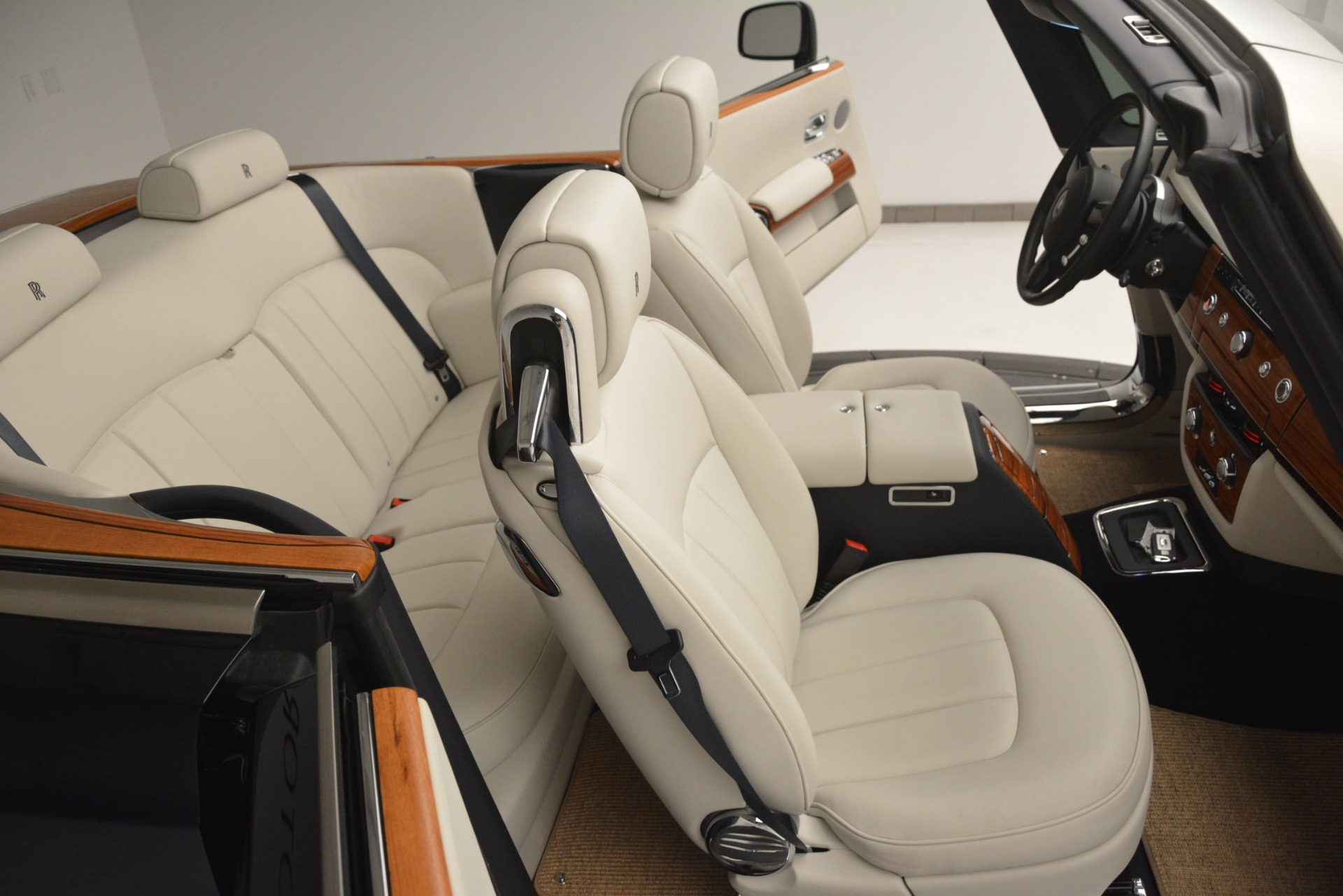Used 2013 Rolls-Royce Phantom Drophead Coupe  For Sale In Greenwich, CT. Alfa Romeo of Greenwich, 7502 2999_p38