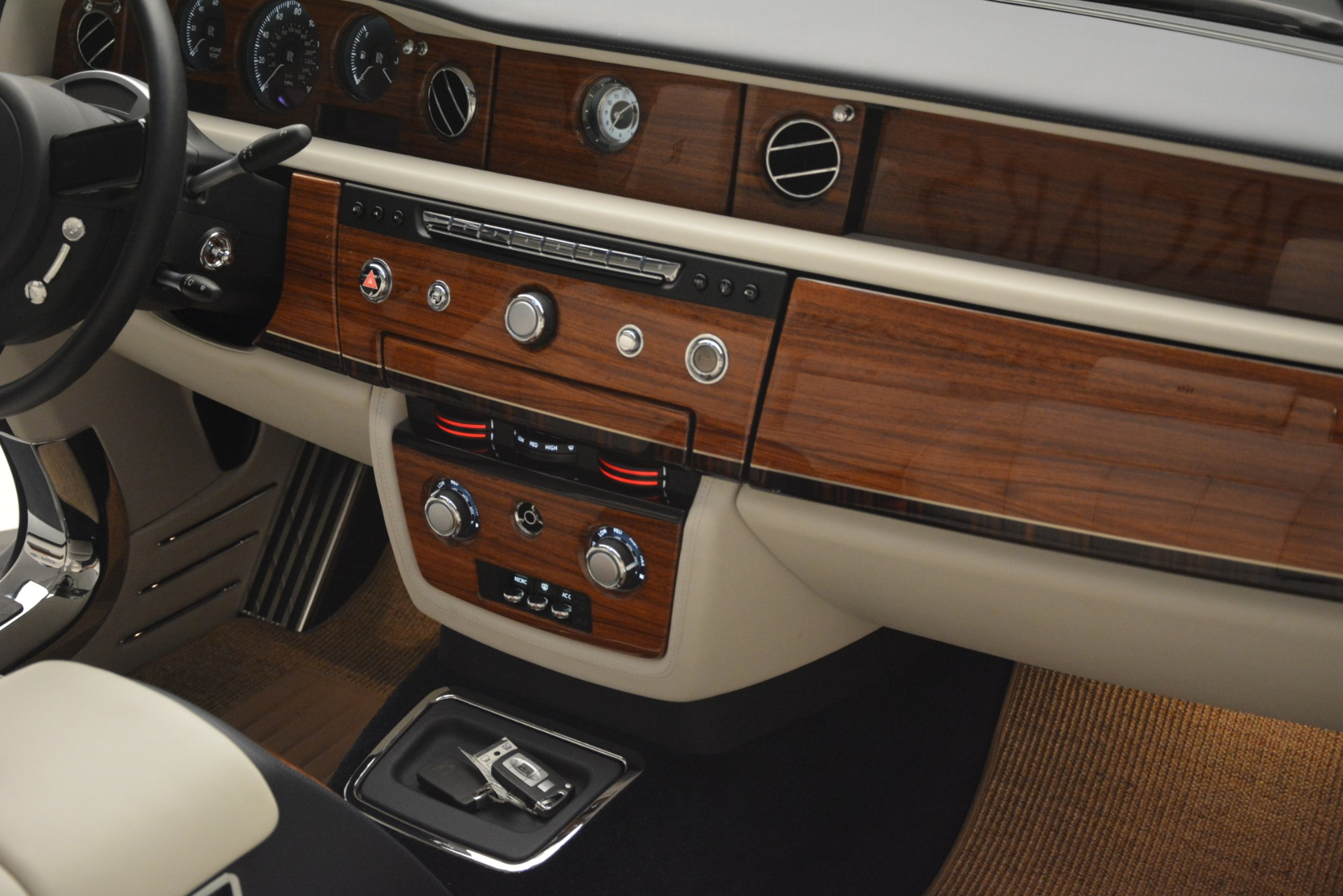 Used 2013 Rolls-Royce Phantom Drophead Coupe  For Sale In Greenwich, CT. Alfa Romeo of Greenwich, 7502 2999_p39