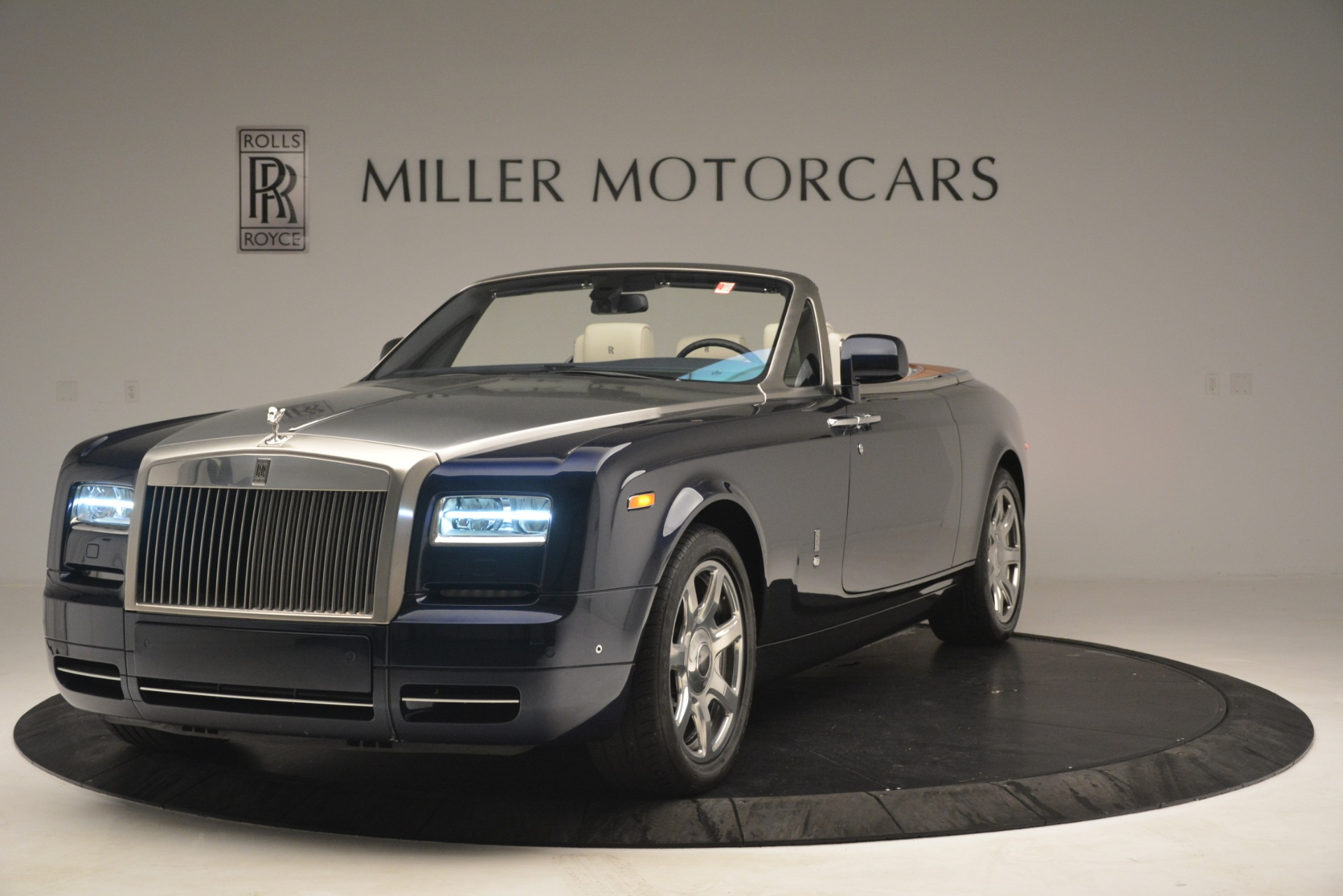 Used 2013 Rolls-Royce Phantom Drophead Coupe  For Sale In Greenwich, CT. Alfa Romeo of Greenwich, 7502 2999_p3