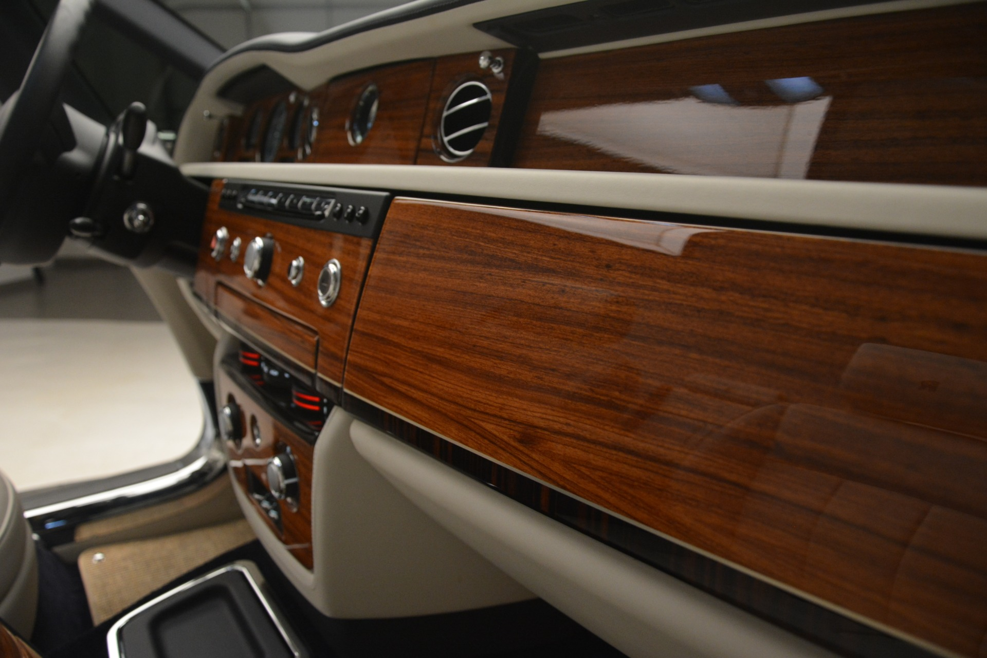 Used 2013 Rolls-Royce Phantom Drophead Coupe  For Sale In Greenwich, CT. Alfa Romeo of Greenwich, 7502 2999_p43