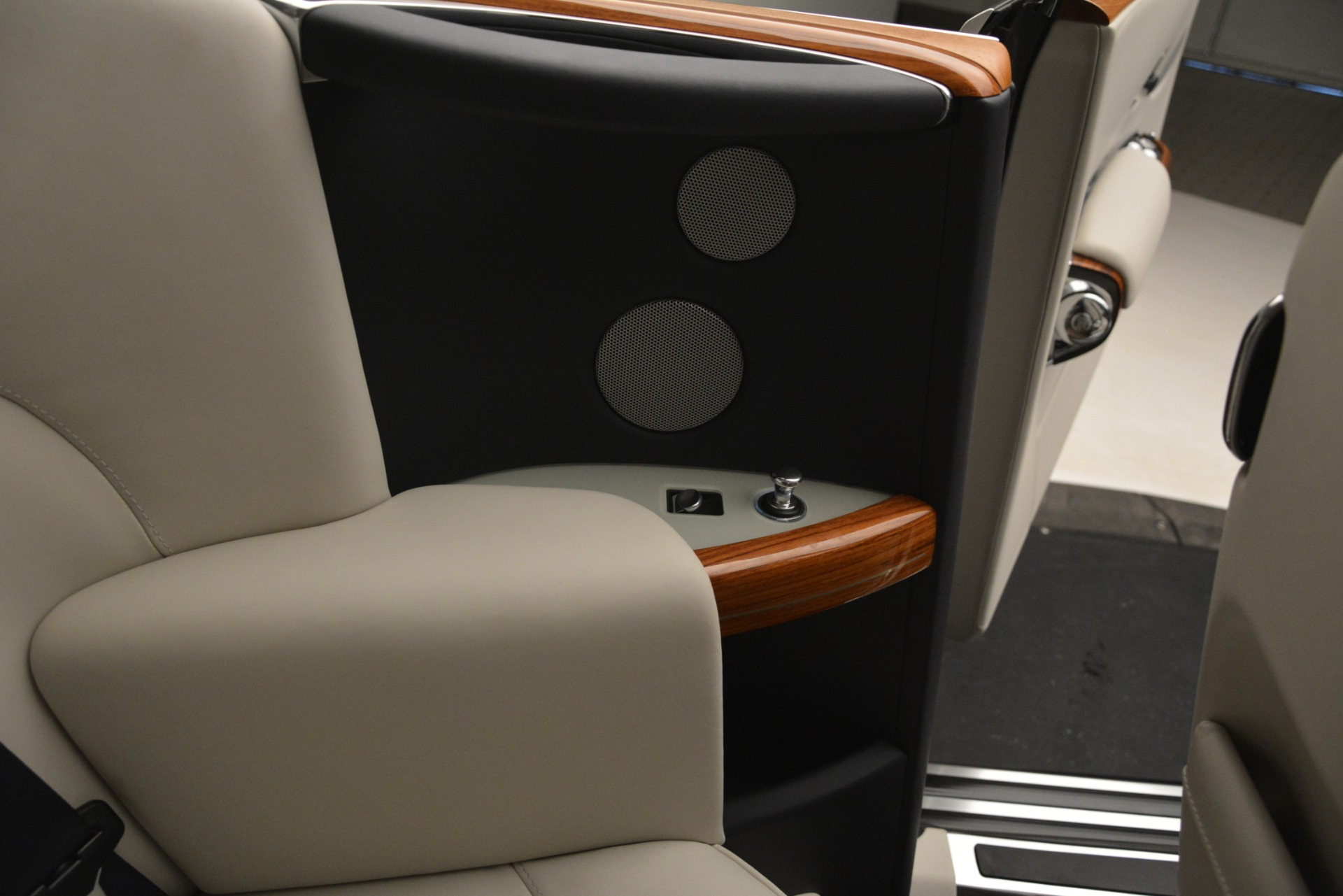 Used 2013 Rolls-Royce Phantom Drophead Coupe  For Sale In Greenwich, CT. Alfa Romeo of Greenwich, 7502 2999_p44