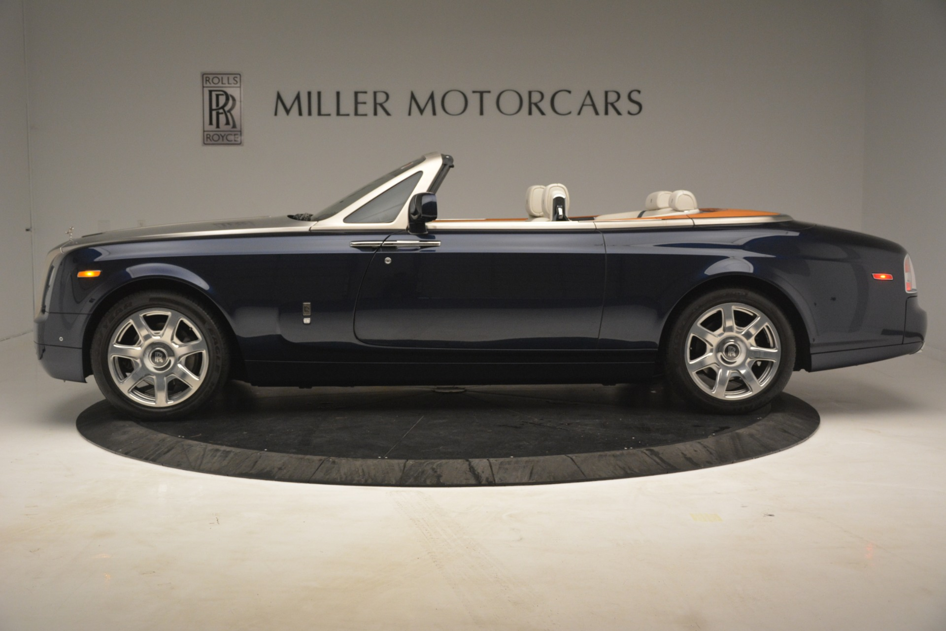 Used 2013 Rolls-Royce Phantom Drophead Coupe  For Sale In Greenwich, CT. Alfa Romeo of Greenwich, 7502 2999_p4