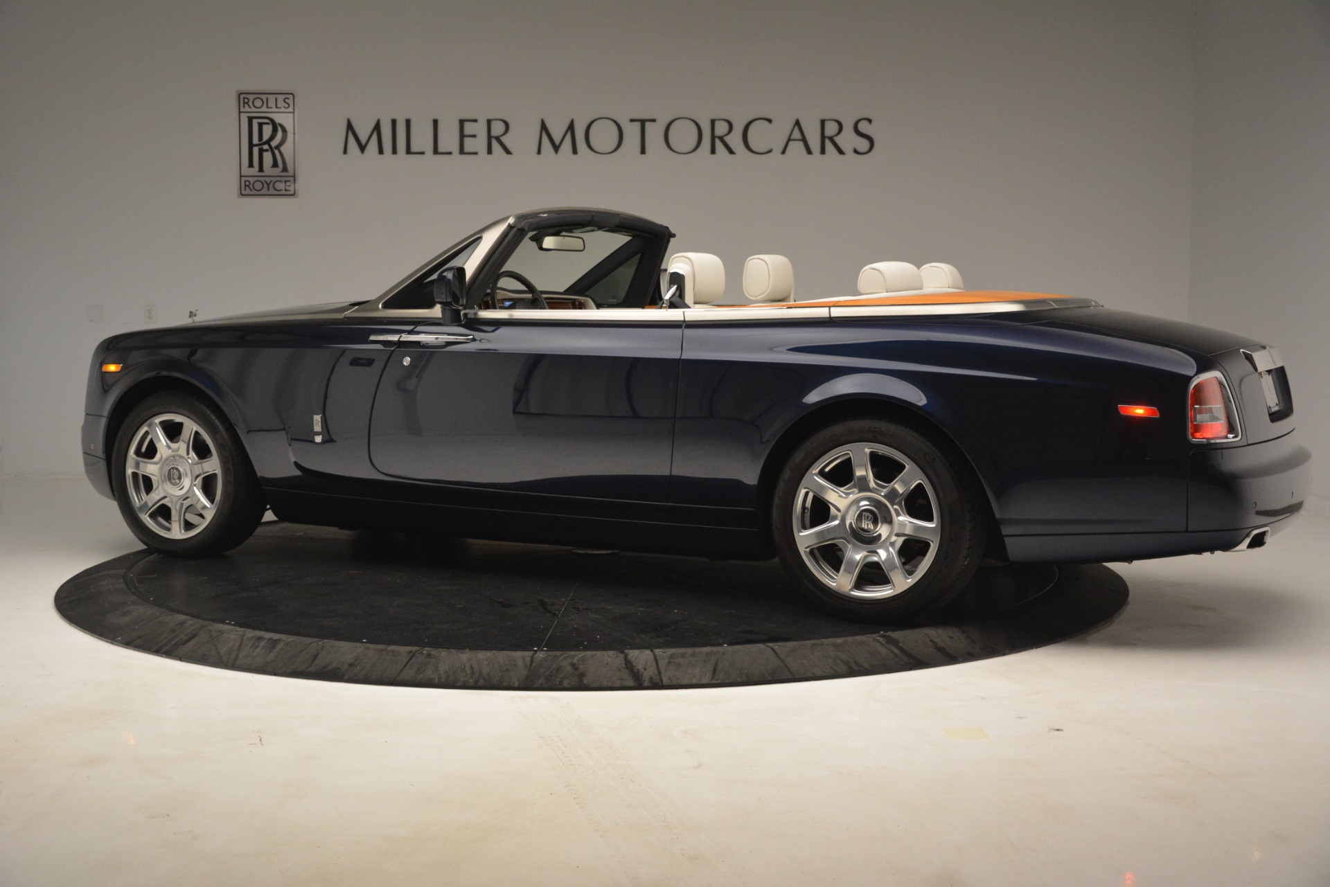 Used 2013 Rolls-Royce Phantom Drophead Coupe  For Sale In Greenwich, CT. Alfa Romeo of Greenwich, 7502 2999_p5