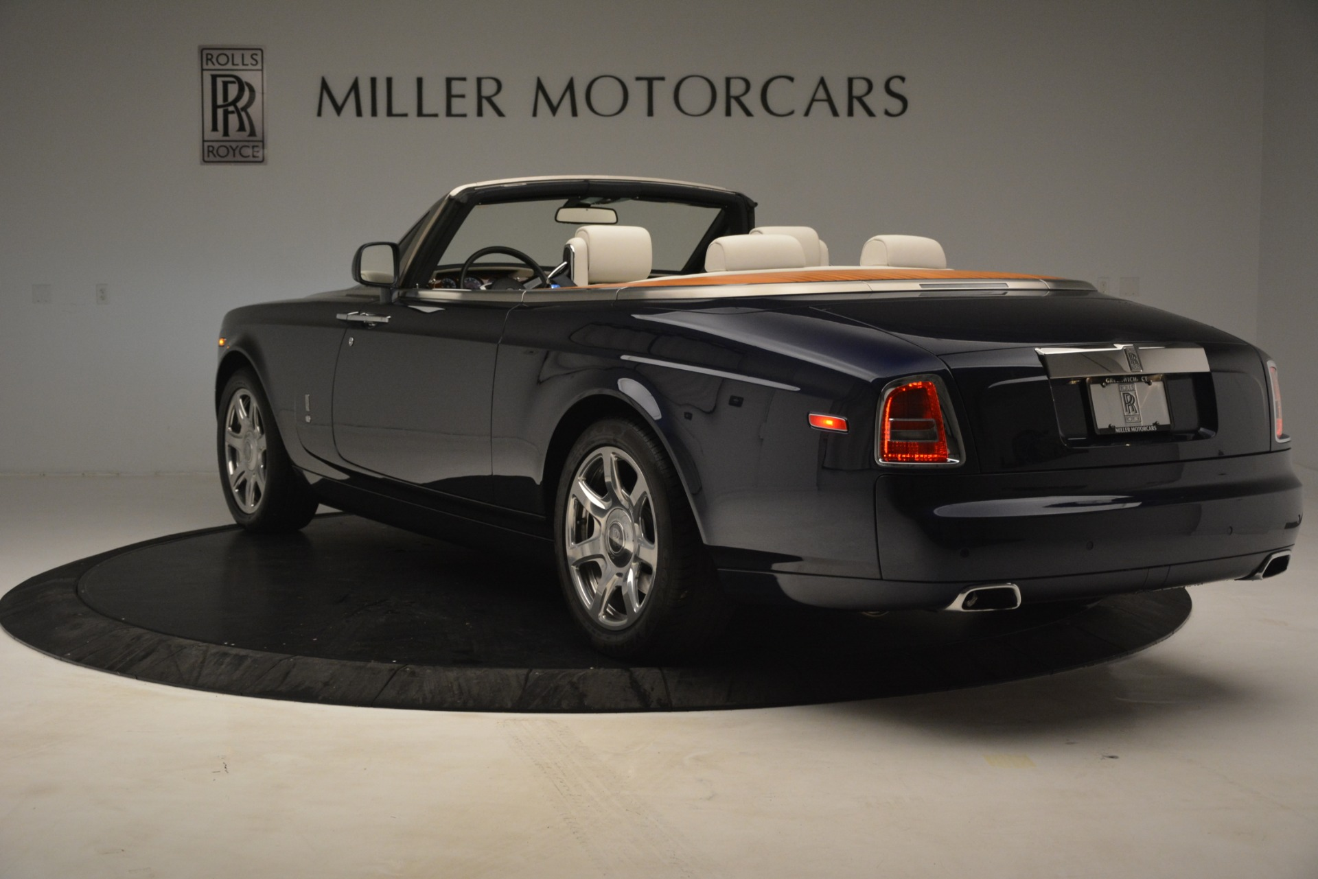 Used 2013 Rolls-Royce Phantom Drophead Coupe  For Sale In Greenwich, CT. Alfa Romeo of Greenwich, 7502 2999_p8