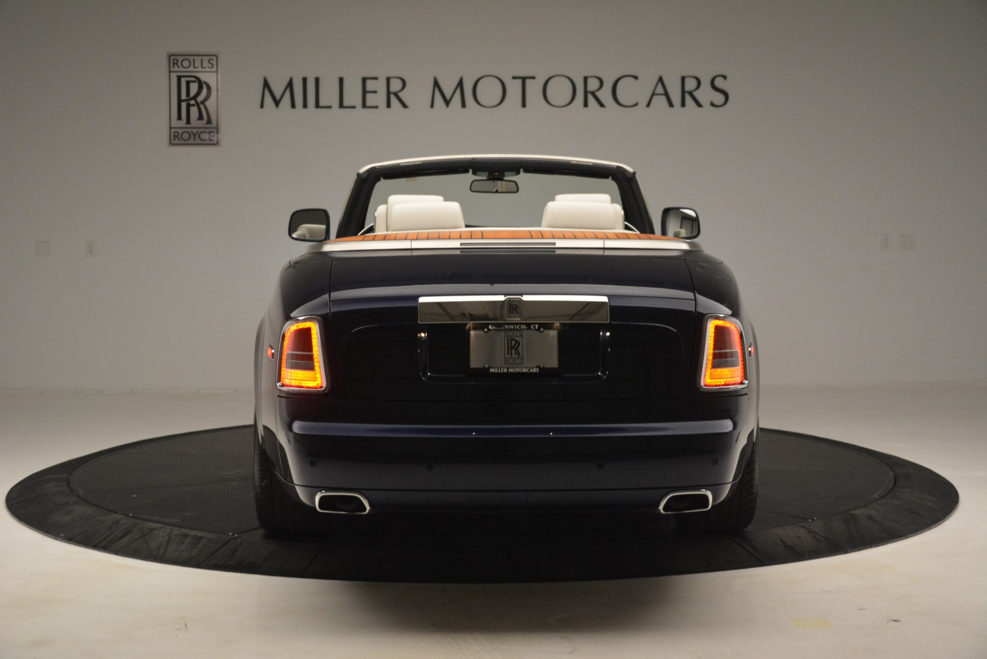 Used 2013 Rolls-Royce Phantom Drophead Coupe  For Sale In Greenwich, CT. Alfa Romeo of Greenwich, 7502 2999_p9
