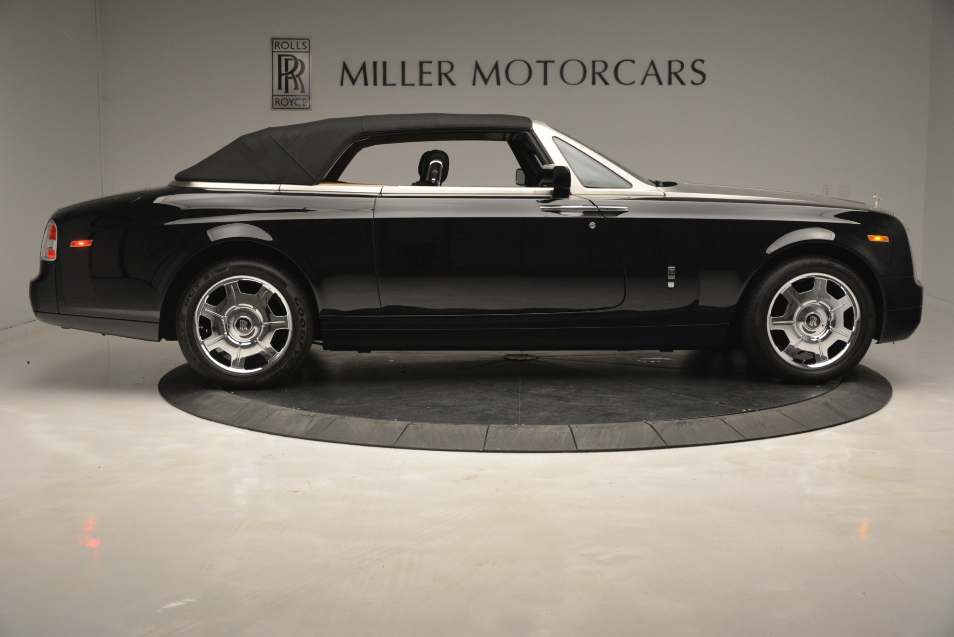 Used 2008 Rolls-Royce Phantom Drophead Coupe  For Sale $155900 In Greenwich, CT 3000_p39