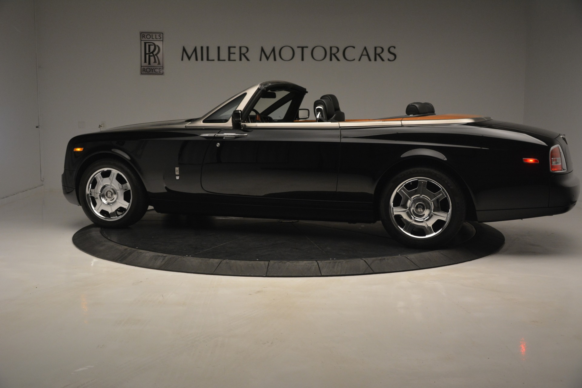 Used 2008 Rolls-Royce Phantom Drophead Coupe  For Sale In Greenwich, CT. Alfa Romeo of Greenwich, B1384A 3000_p5