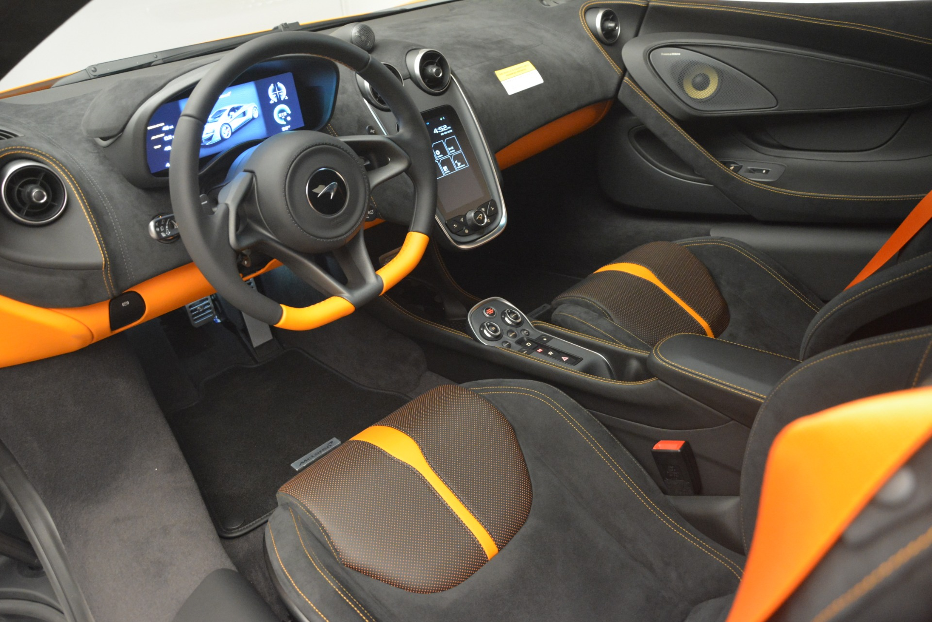 New 2019 McLaren 570S Coupe For Sale In Greenwich, CT. Alfa Romeo of Greenwich, MC417 3027_p16