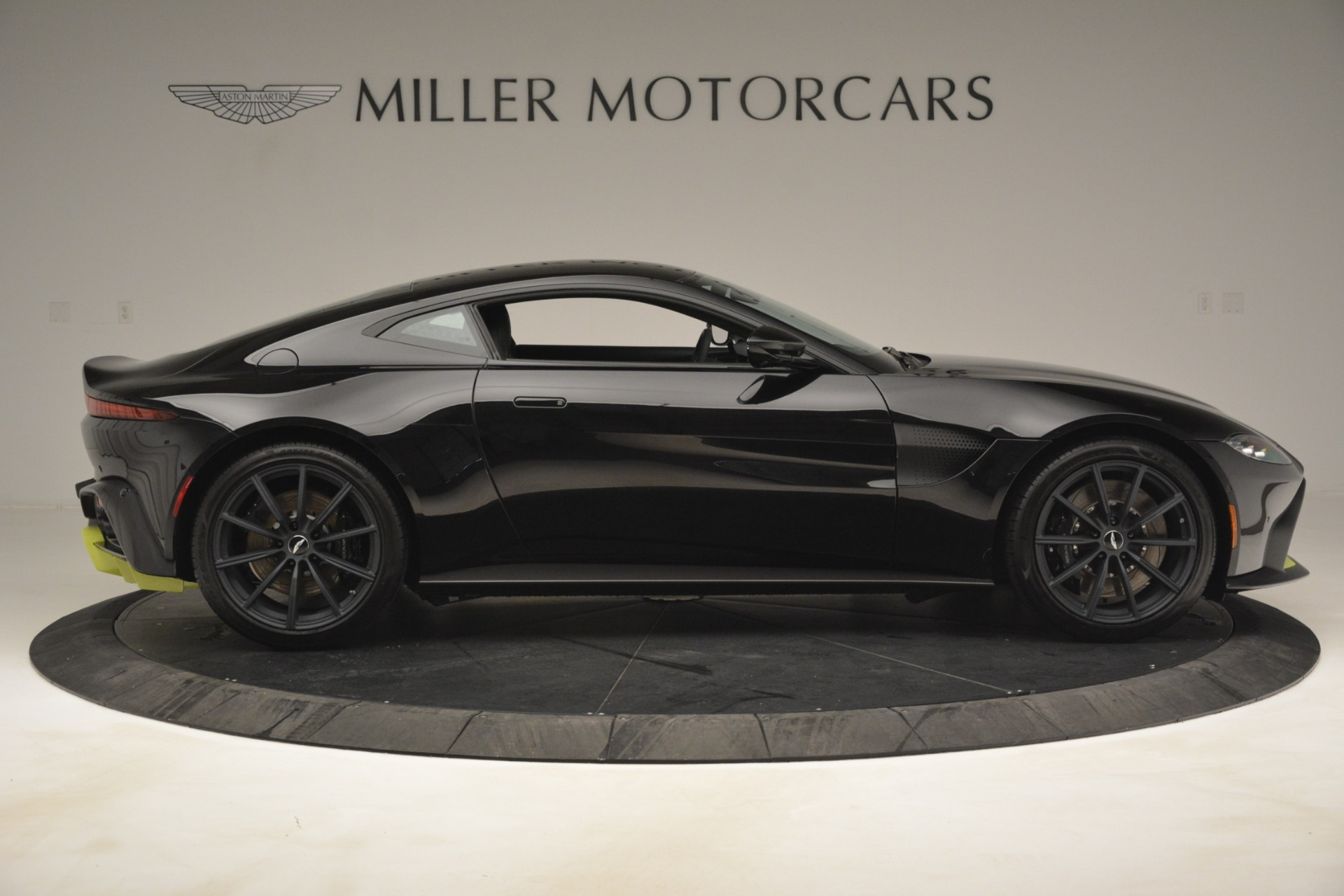 New 2019 Aston Martin Vantage Coupe For Sale $207962 In Greenwich, CT 3030_p10