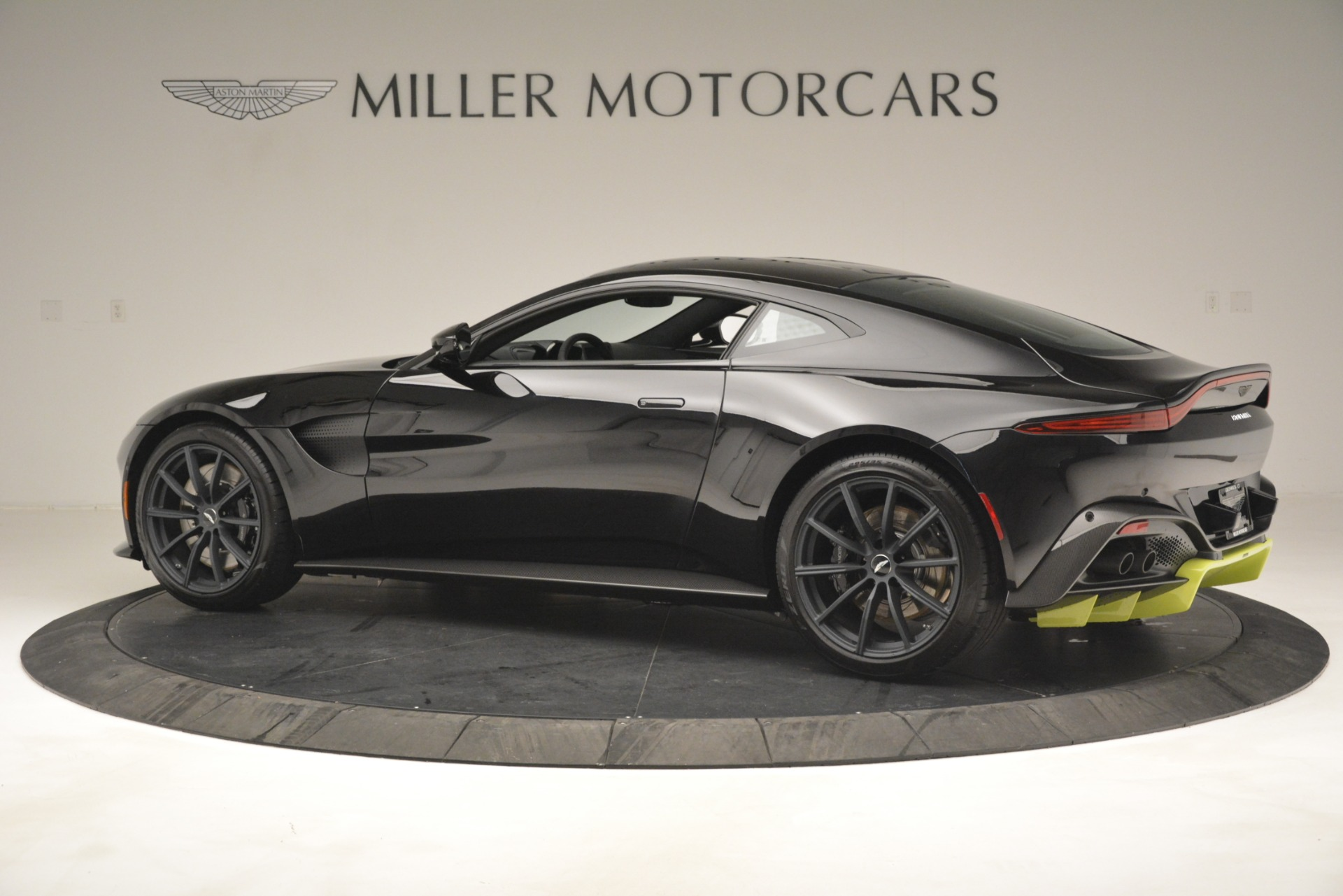 New 2019 Aston Martin Vantage Coupe For Sale $207962 In Greenwich, CT 3030_p5