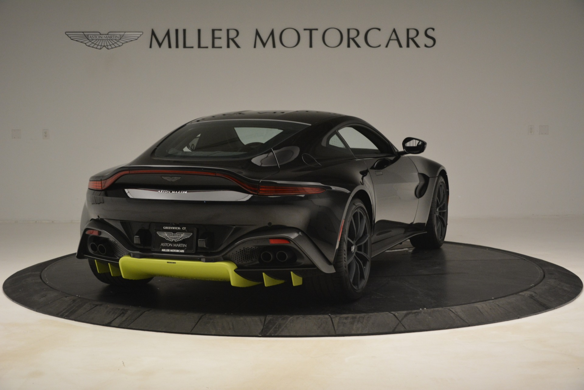 New 2019 Aston Martin Vantage Coupe For Sale $207962 In Greenwich, CT 3030_p8