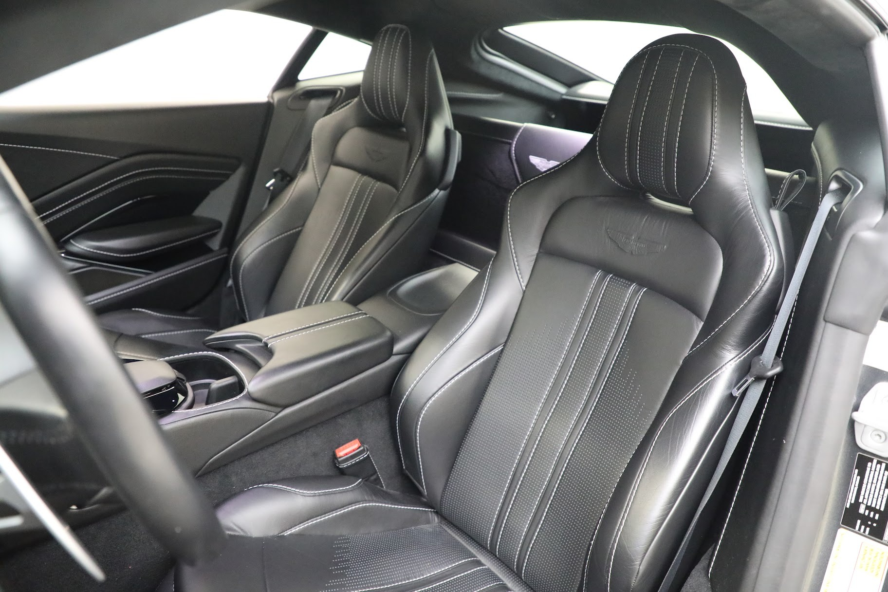 New 2019 Aston Martin Vantage Coupe For Sale In Greenwich, CT. Alfa Romeo of Greenwich, A1356 3032_p15