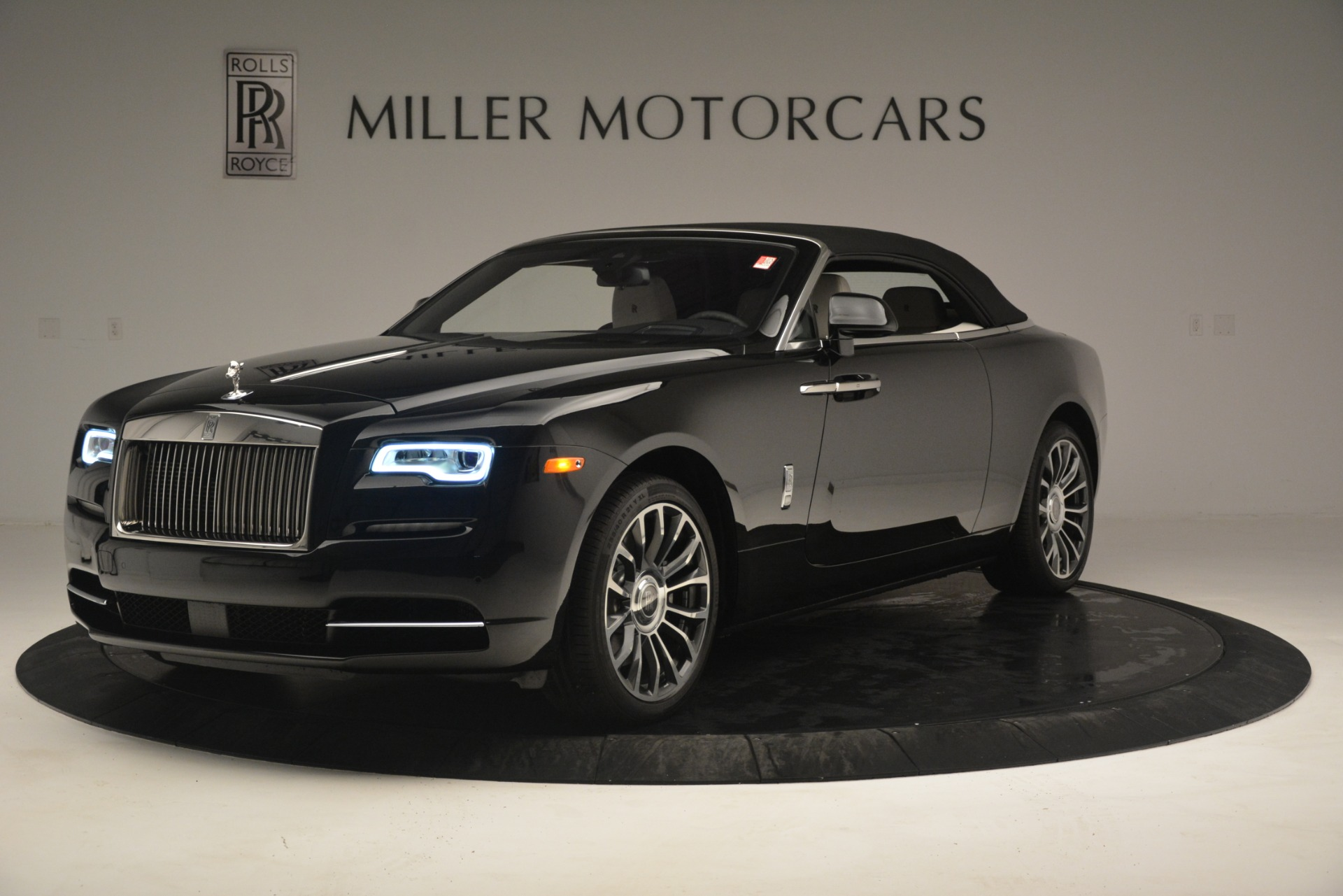 Used 2018 Rolls-Royce Dawn  For Sale In Greenwich, CT. Alfa Romeo of Greenwich, 7527 3044_p17