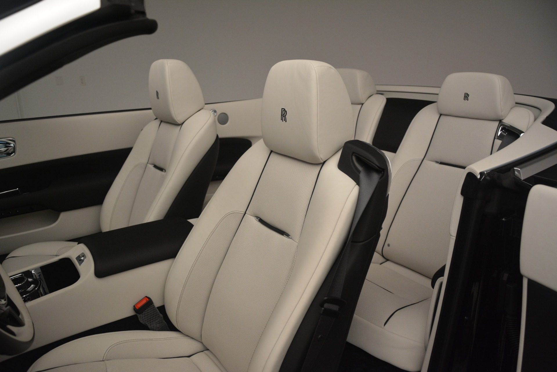 Used 2018 Rolls-Royce Dawn  For Sale In Greenwich, CT. Alfa Romeo of Greenwich, 7527 3044_p29