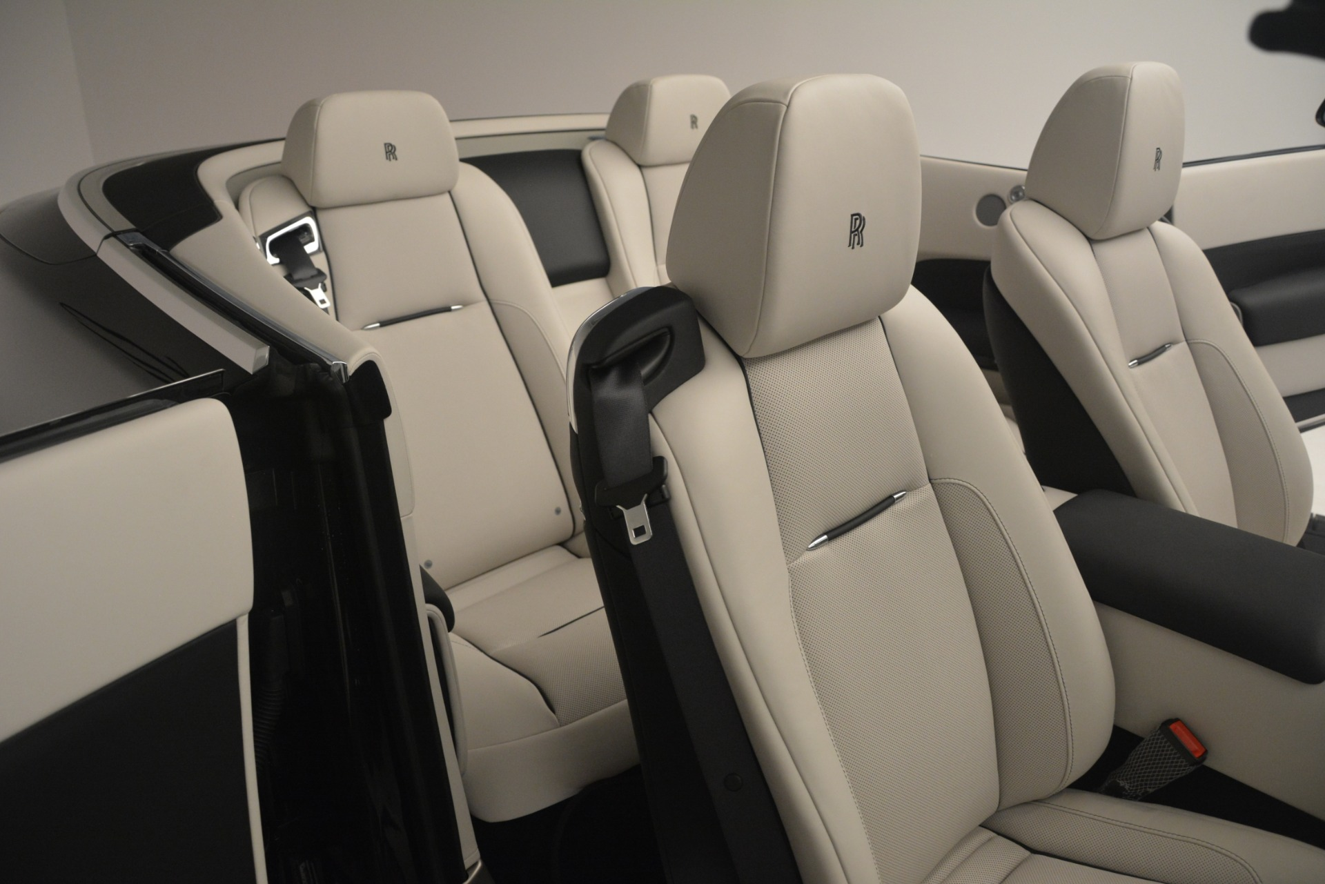 Used 2018 Rolls-Royce Dawn  For Sale In Greenwich, CT. Alfa Romeo of Greenwich, 7527 3044_p30