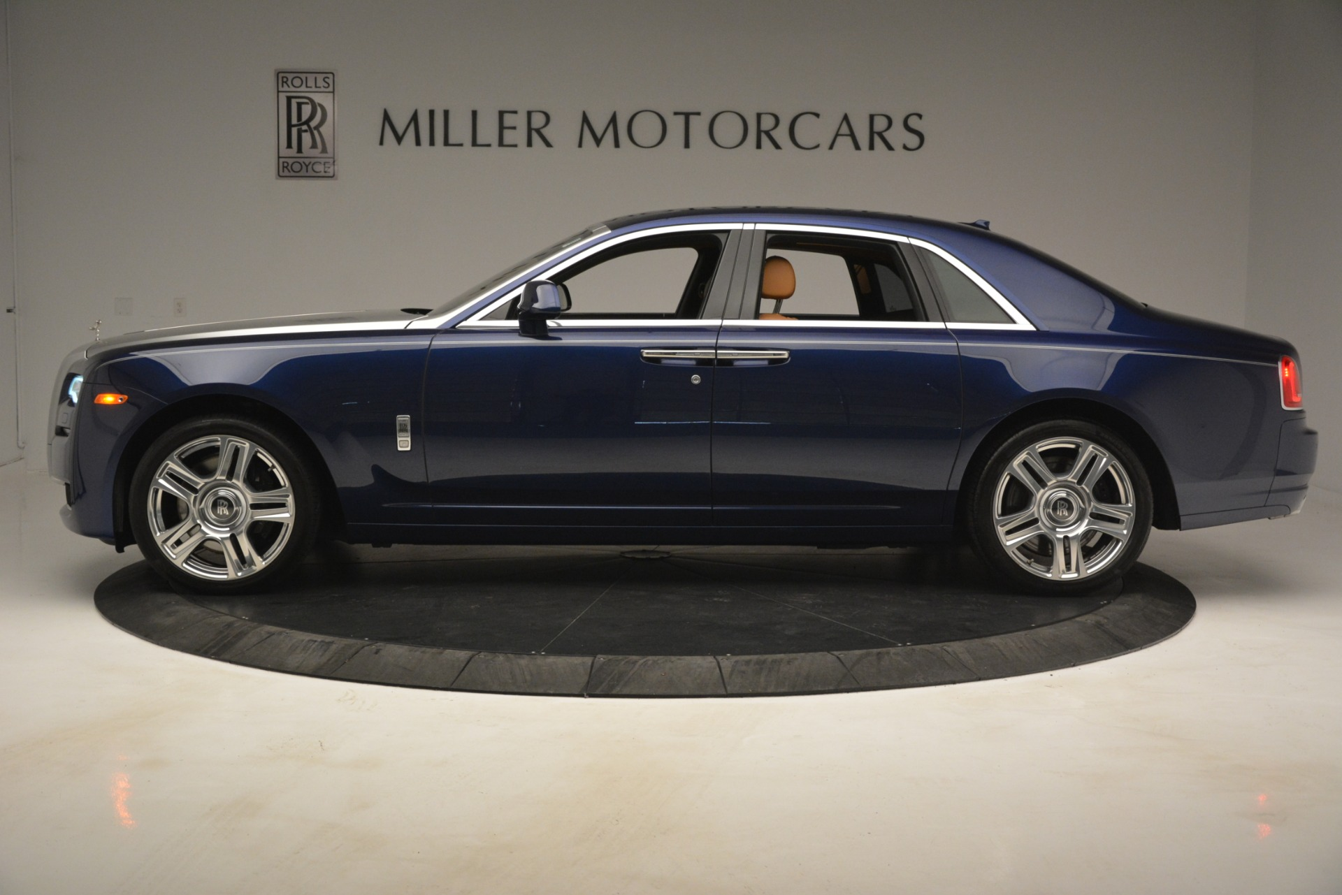 Used 2016 Rolls-Royce Ghost  For Sale In Greenwich, CT. Alfa Romeo of Greenwich, 7521 3050_p3