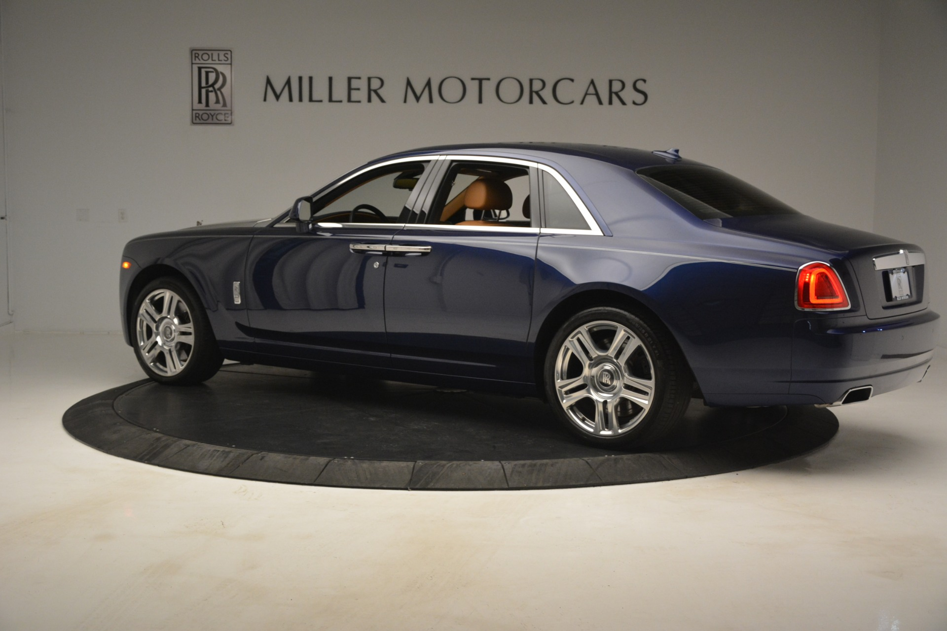 Used 2016 Rolls-Royce Ghost  For Sale In Greenwich, CT. Alfa Romeo of Greenwich, 7521 3050_p4
