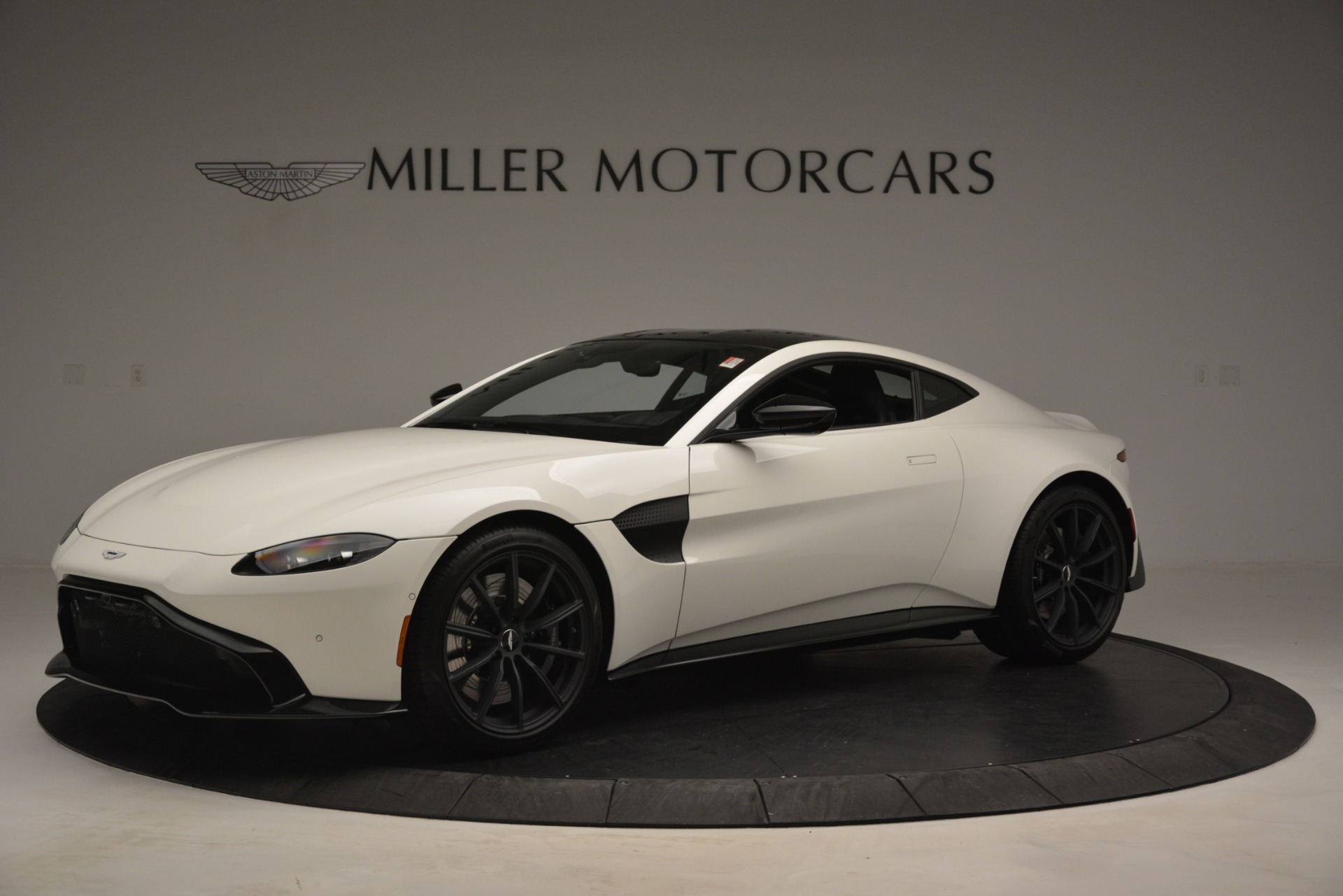 New 2019 Aston Martin Vantage Coupe For Sale In Greenwich, CT. Alfa Romeo of Greenwich, A1362 3053_main