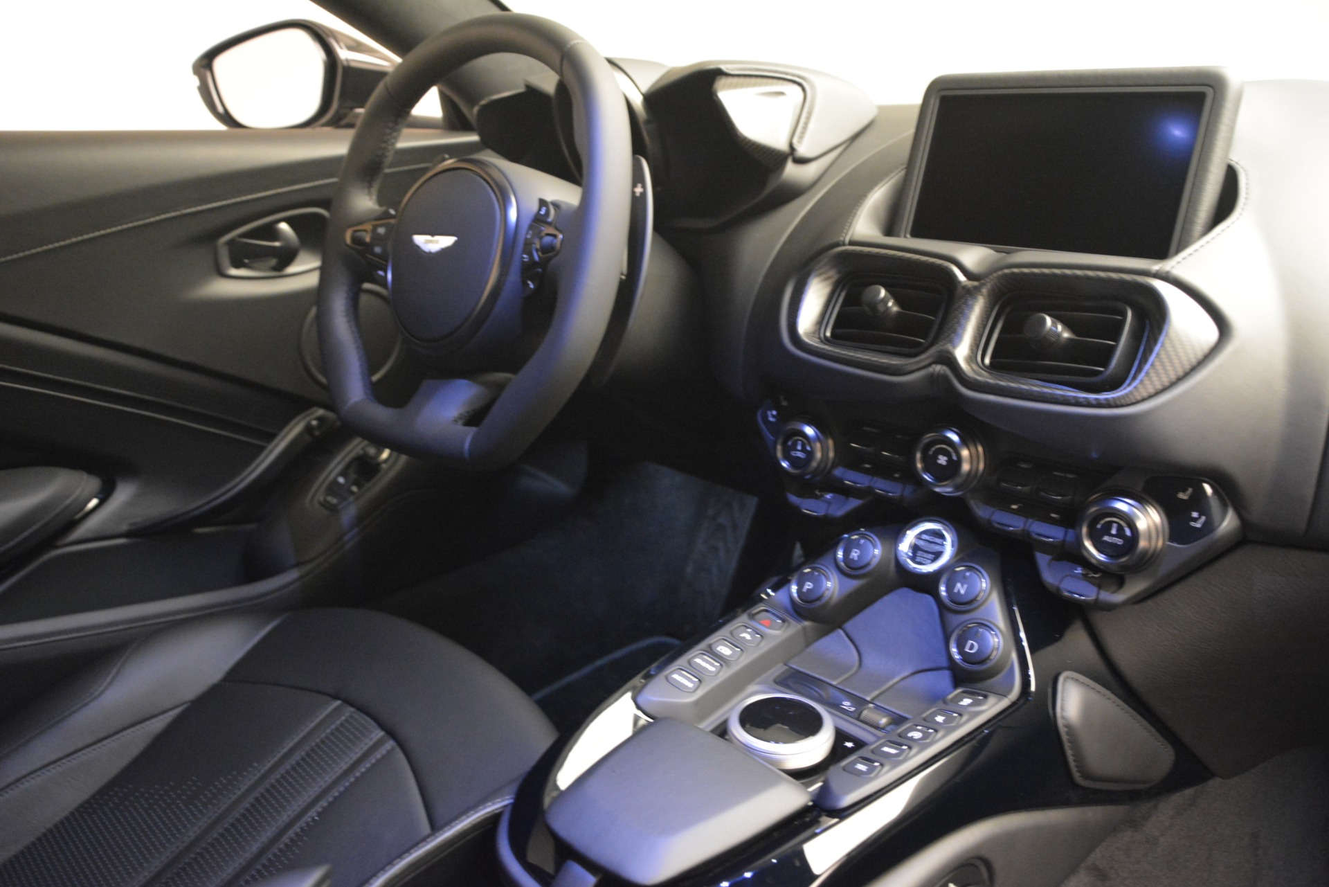 New 2019 Aston Martin Vantage Coupe For Sale In Greenwich, CT. Alfa Romeo of Greenwich, A1362 3053_p18
