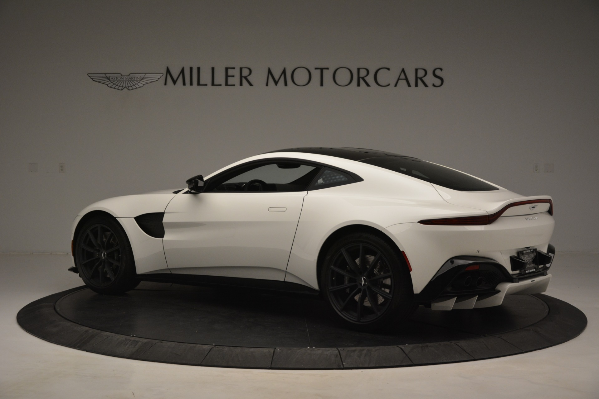 New 2019 Aston Martin Vantage Coupe For Sale In Greenwich, CT. Alfa Romeo of Greenwich, A1362 3053_p4