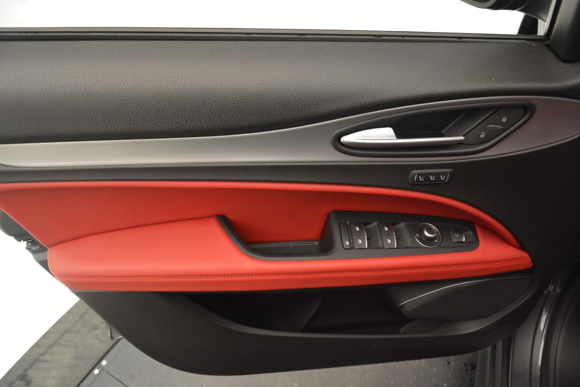 New 2019 Alfa Romeo Stelvio Sport Q4 For Sale In Greenwich, CT. Alfa Romeo of Greenwich, L607 3076_p17