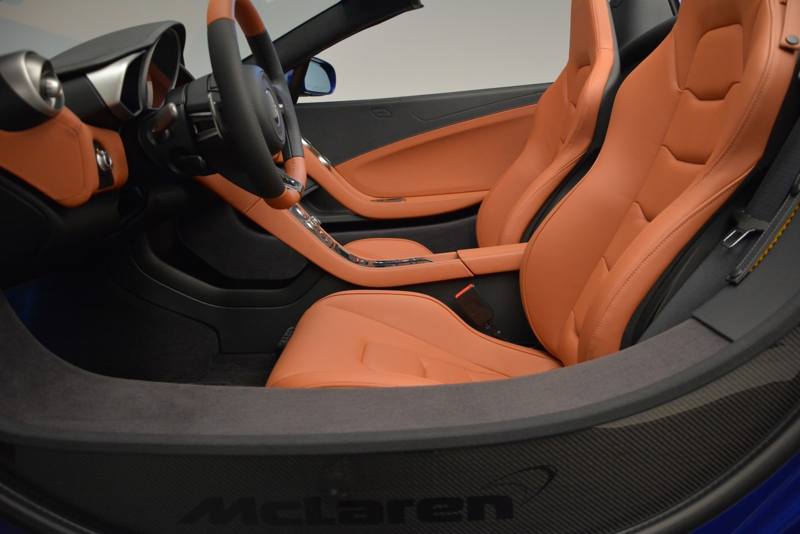 Used 2015 McLaren 650S Spider Convertible For Sale In Greenwich, CT. Alfa Romeo of Greenwich, 3161 3112_p23