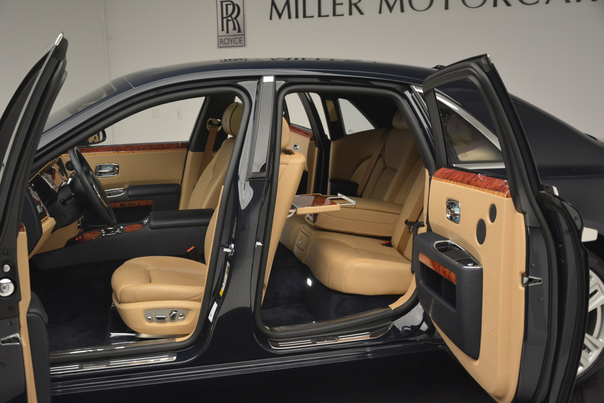 Used 2015 Rolls-Royce Ghost  For Sale In Greenwich, CT. Alfa Romeo of Greenwich, 7445A 3113_p25
