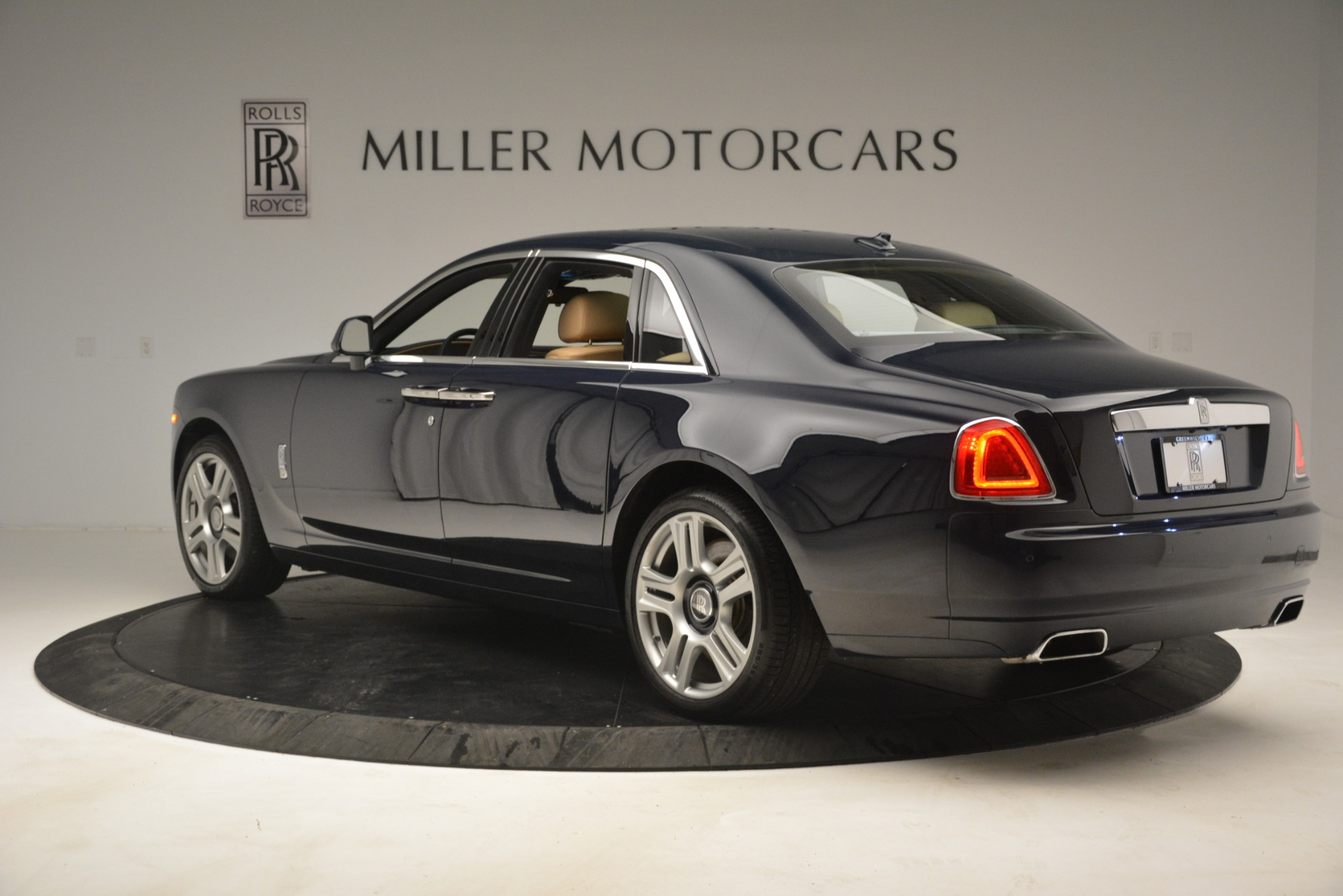 Used 2015 Rolls-Royce Ghost  For Sale In Greenwich, CT. Alfa Romeo of Greenwich, 7445A 3113_p7