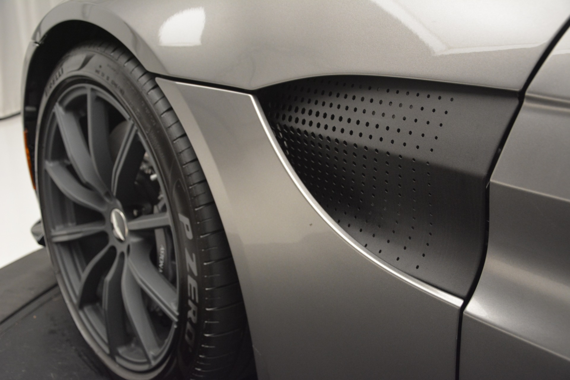New 2019 Aston Martin Vantage Coupe For Sale In Greenwich, CT. Alfa Romeo of Greenwich, A1335 3122_p19