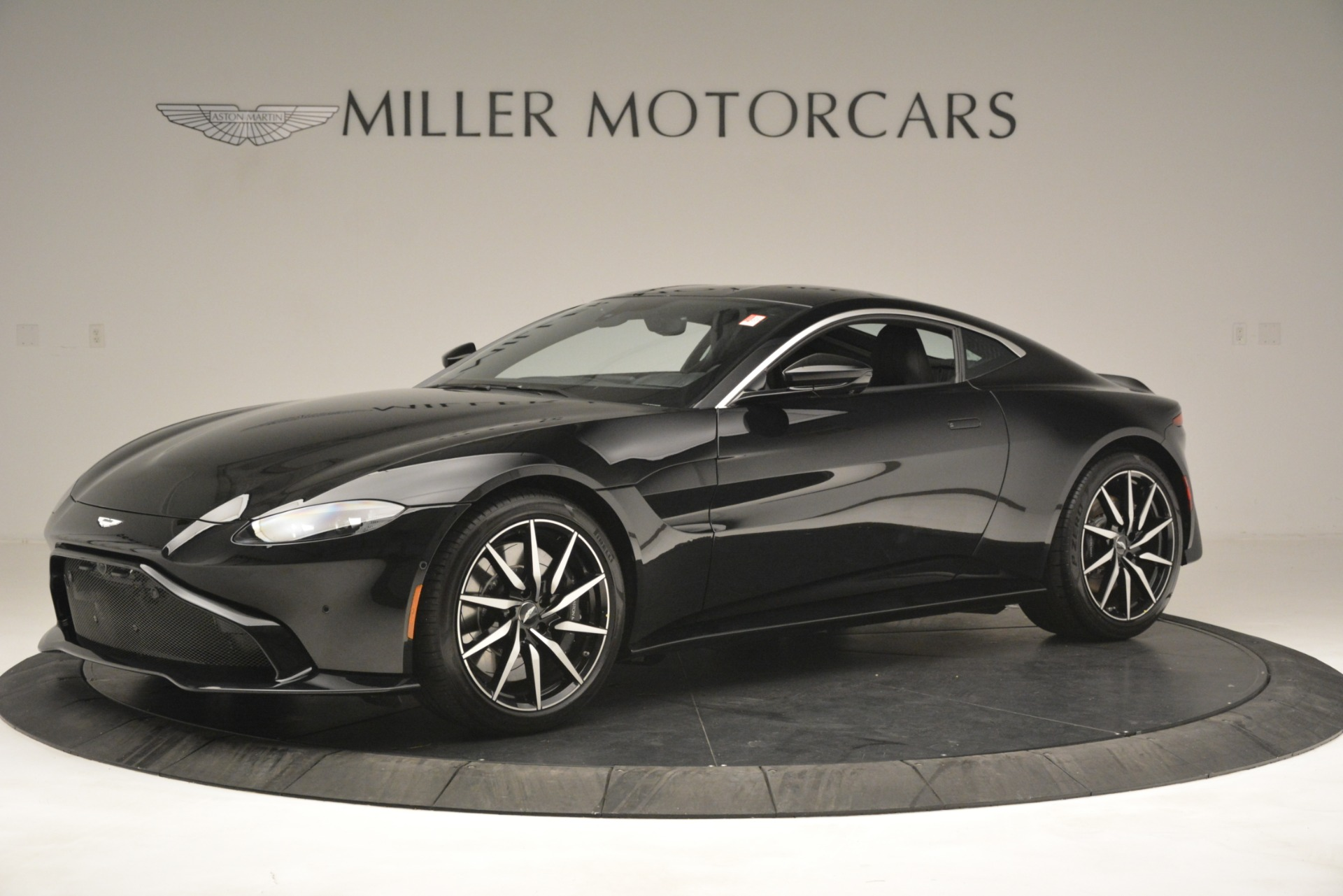 New 2019 Aston Martin Vantage Coupe For Sale In Greenwich, CT. Alfa Romeo of Greenwich, A1358