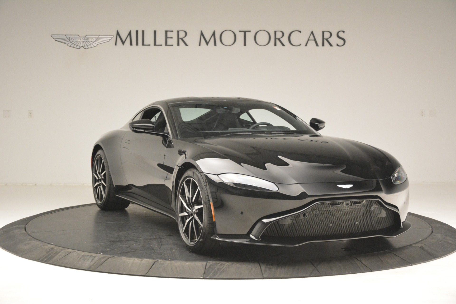 New 2019 Aston Martin Vantage Coupe For Sale In Greenwich, CT. Alfa Romeo of Greenwich, A1358 3124_p11
