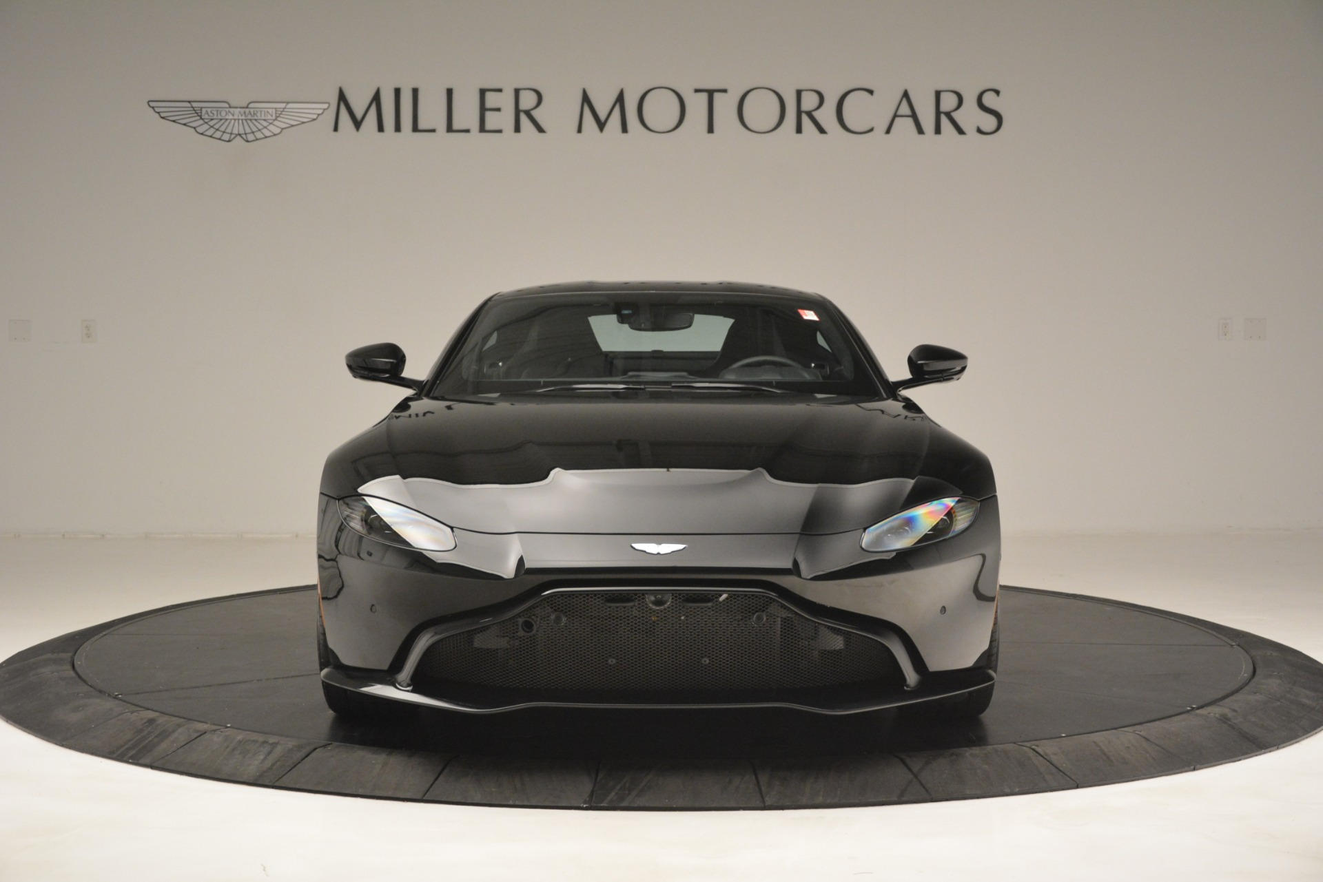 New 2019 Aston Martin Vantage Coupe For Sale In Greenwich, CT. Alfa Romeo of Greenwich, A1358 3124_p12