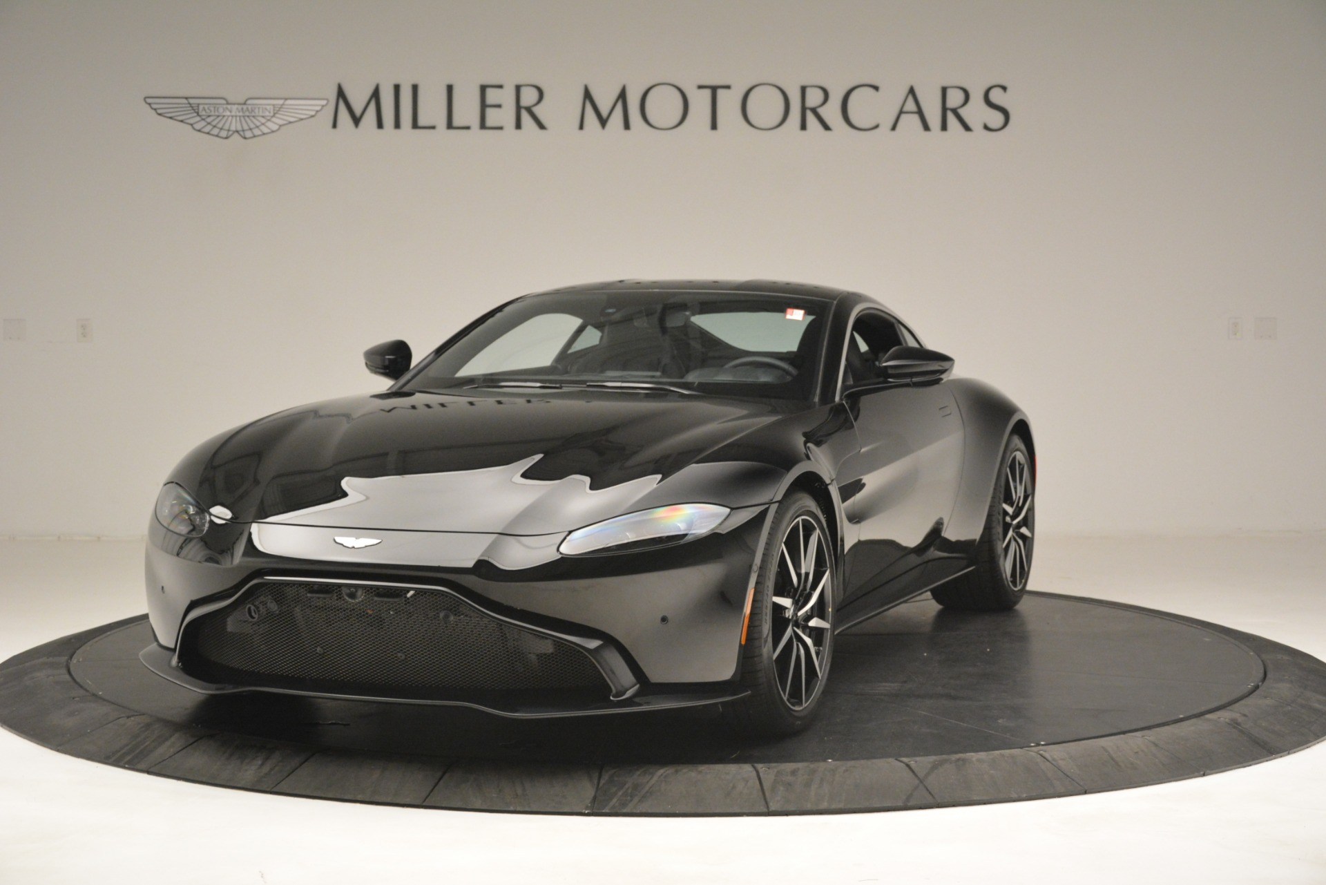 New 2019 Aston Martin Vantage Coupe For Sale In Greenwich, CT. Alfa Romeo of Greenwich, A1358 3124_p2