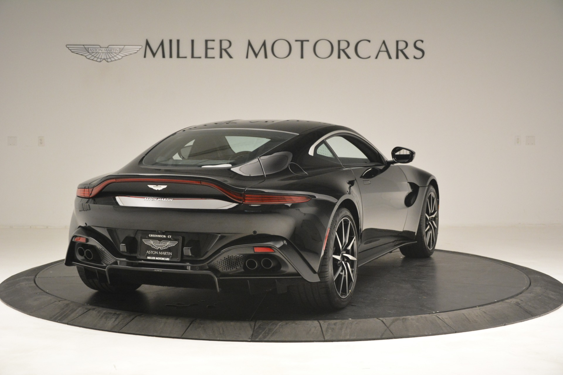 New 2019 Aston Martin Vantage Coupe For Sale In Greenwich, CT. Alfa Romeo of Greenwich, A1358 3124_p7