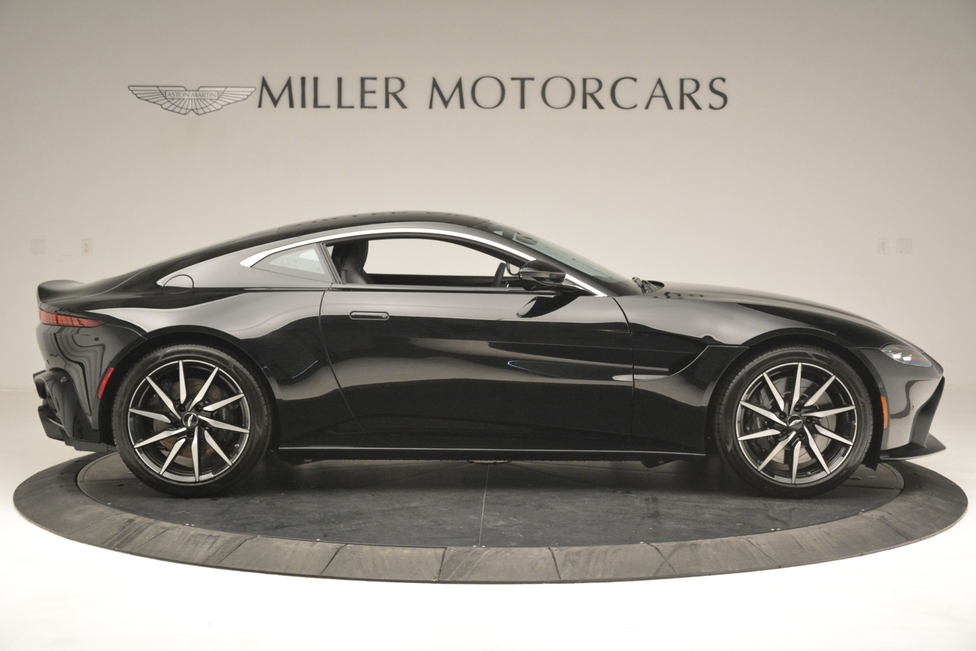 New 2019 Aston Martin Vantage Coupe For Sale In Greenwich, CT. Alfa Romeo of Greenwich, A1358 3124_p9