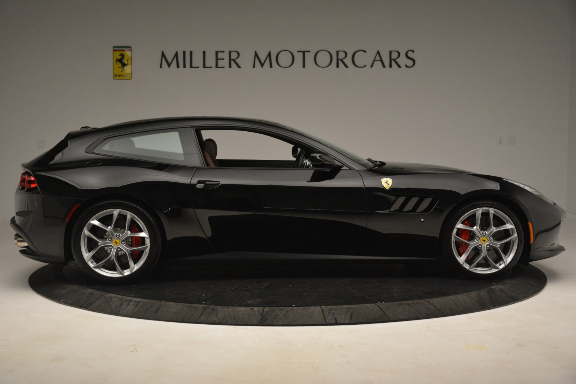 Used 2018 Ferrari GTC4Lusso T  For Sale In Greenwich, CT. Alfa Romeo of Greenwich, 4558 3125_p9